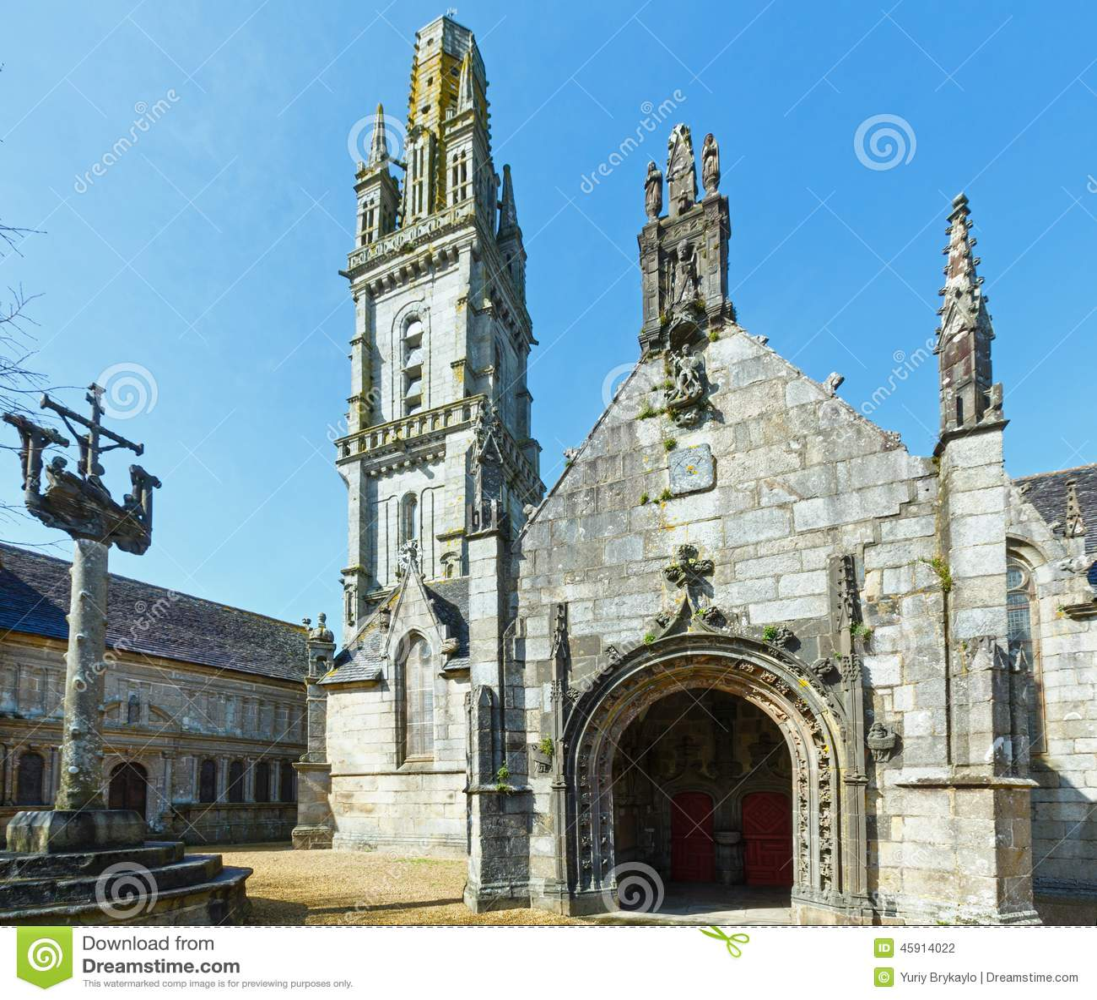 Parafia Lampaul-Guimiliau, Brittany, Francja
