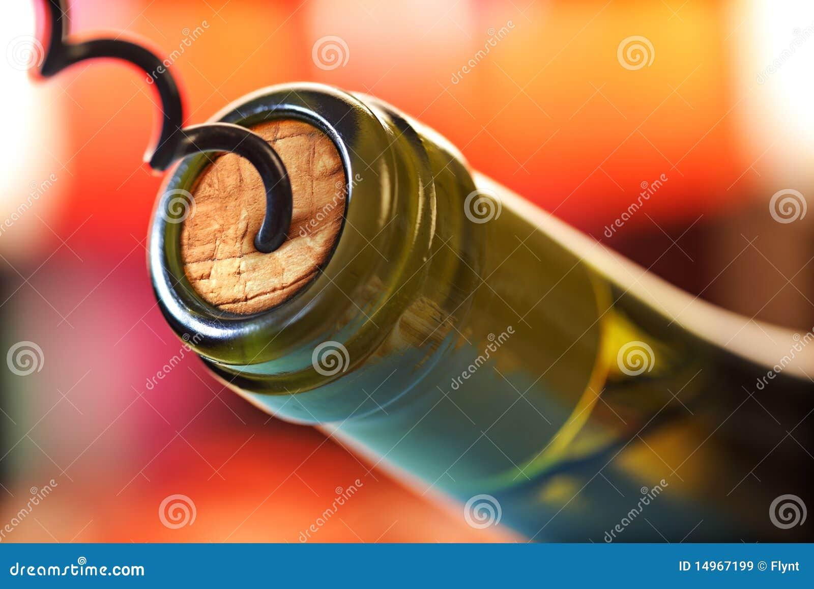 Parafuso da cortiça e frasco de vinho