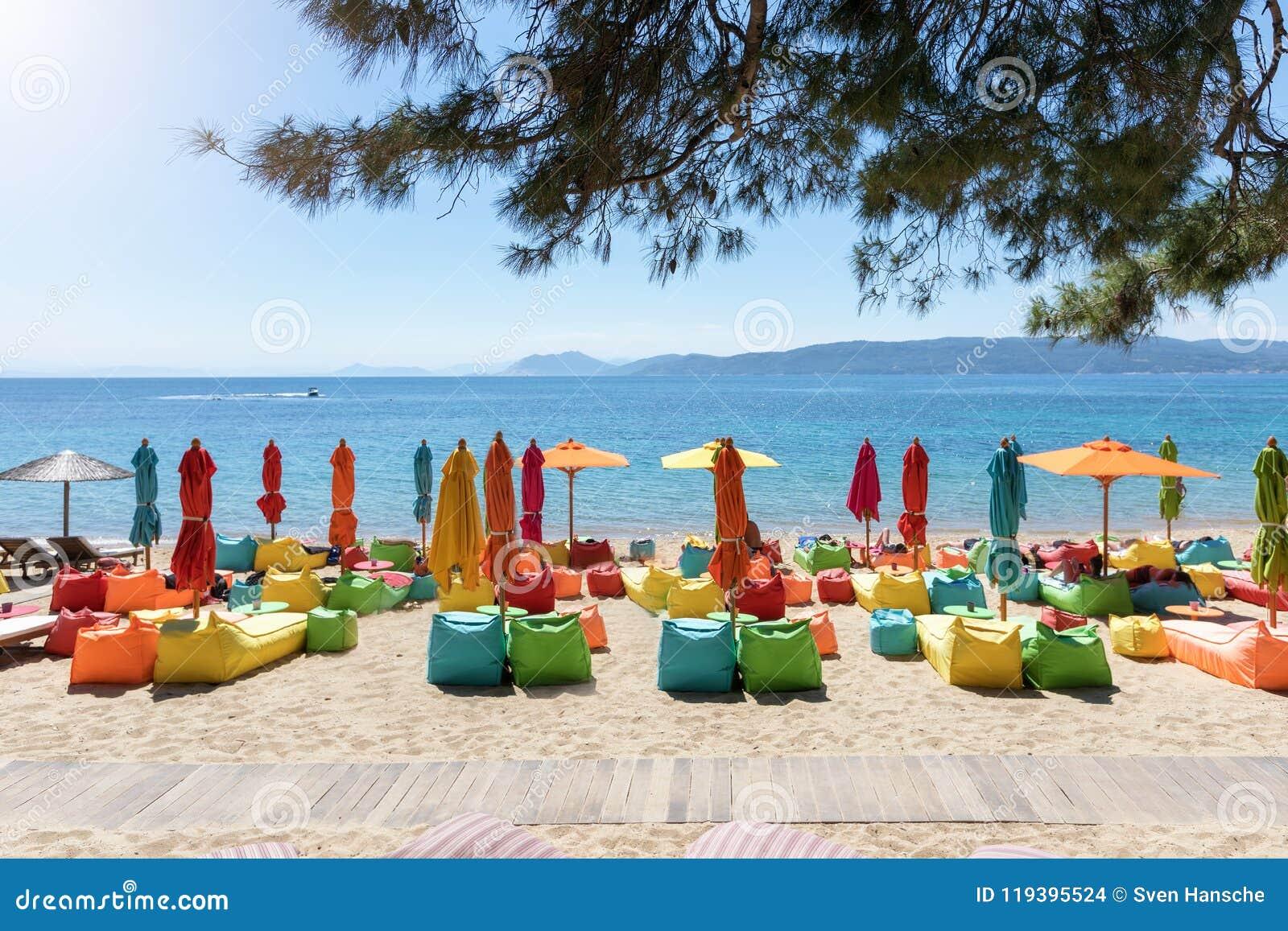 Sillones Coloridos.Paraguas Y Sillones Coloridos En La Playa De Agia Eleni