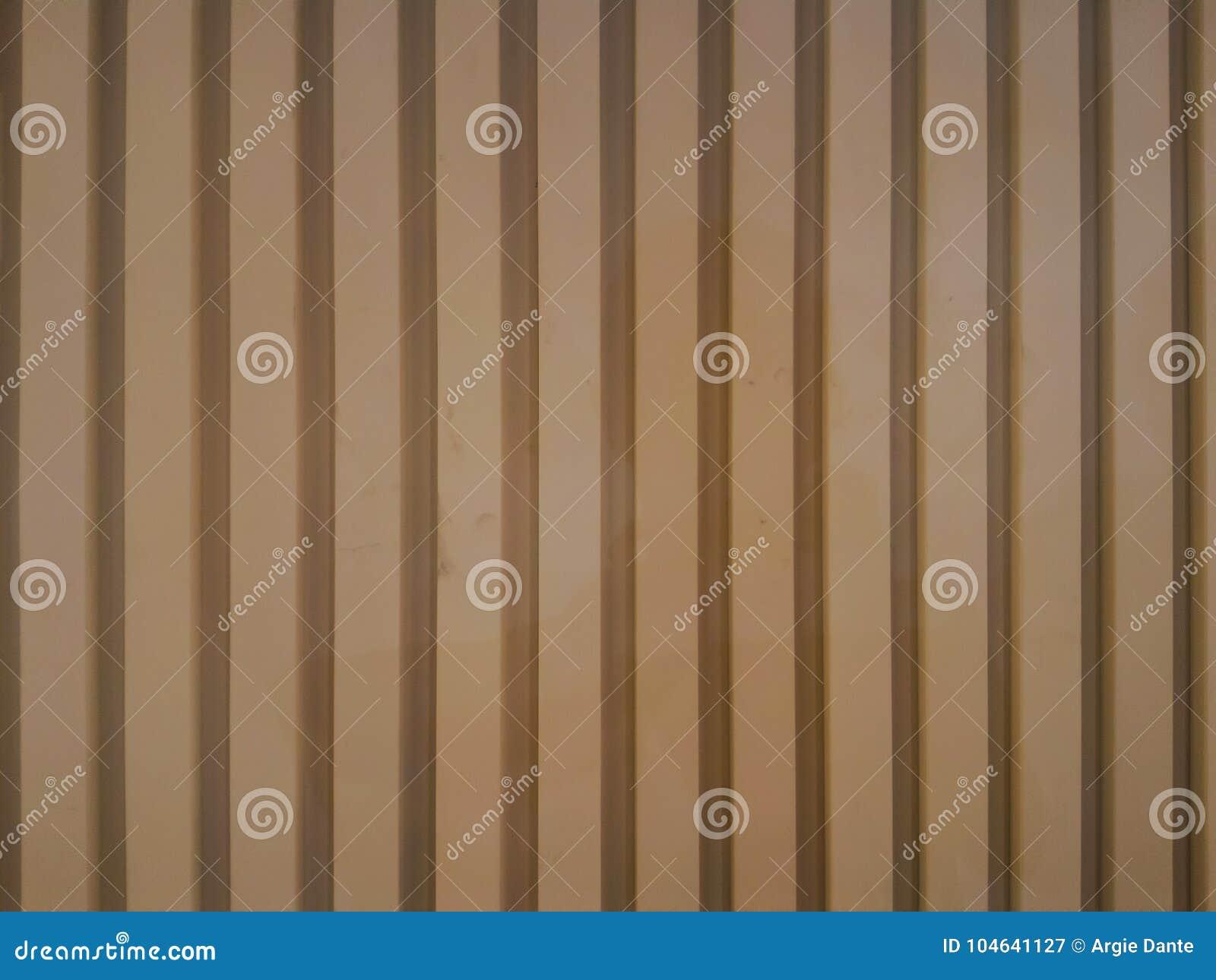 Download Parallelle Houten Panelen Op De Muur Stock Afbeelding - Afbeelding bestaande uit modern, muur: 104641127