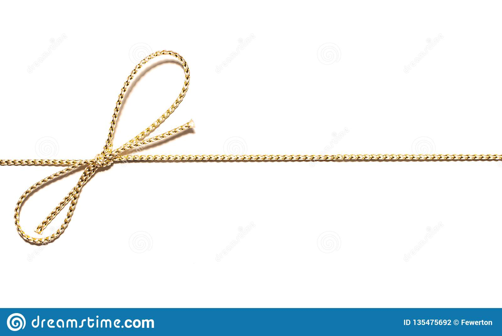 Parallelo dorato della corda del raso da incorniciare con l involucro annodato del nastro del regalo dell arco per regalo di Nata