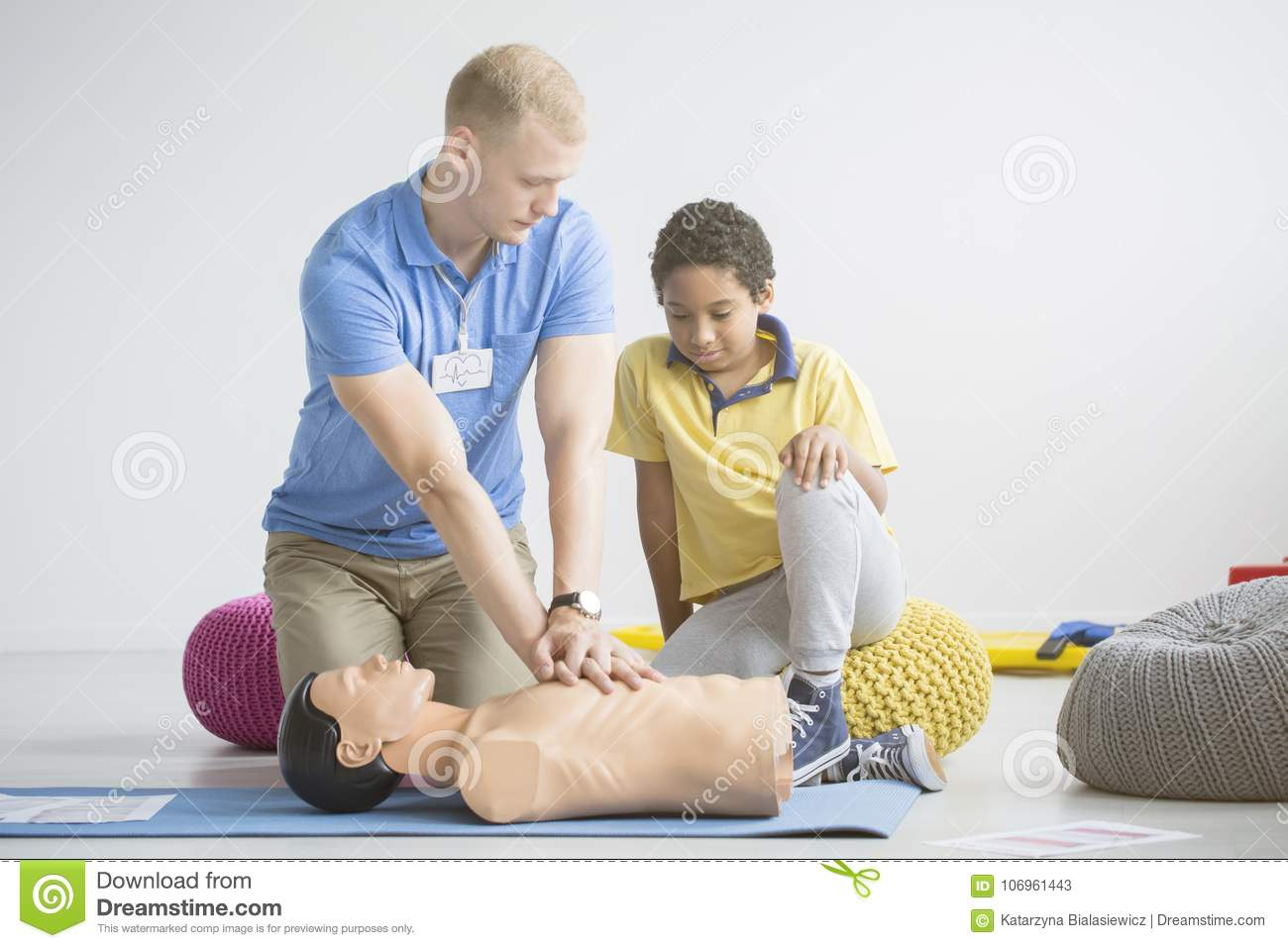 Paramedic showing first aid exercises