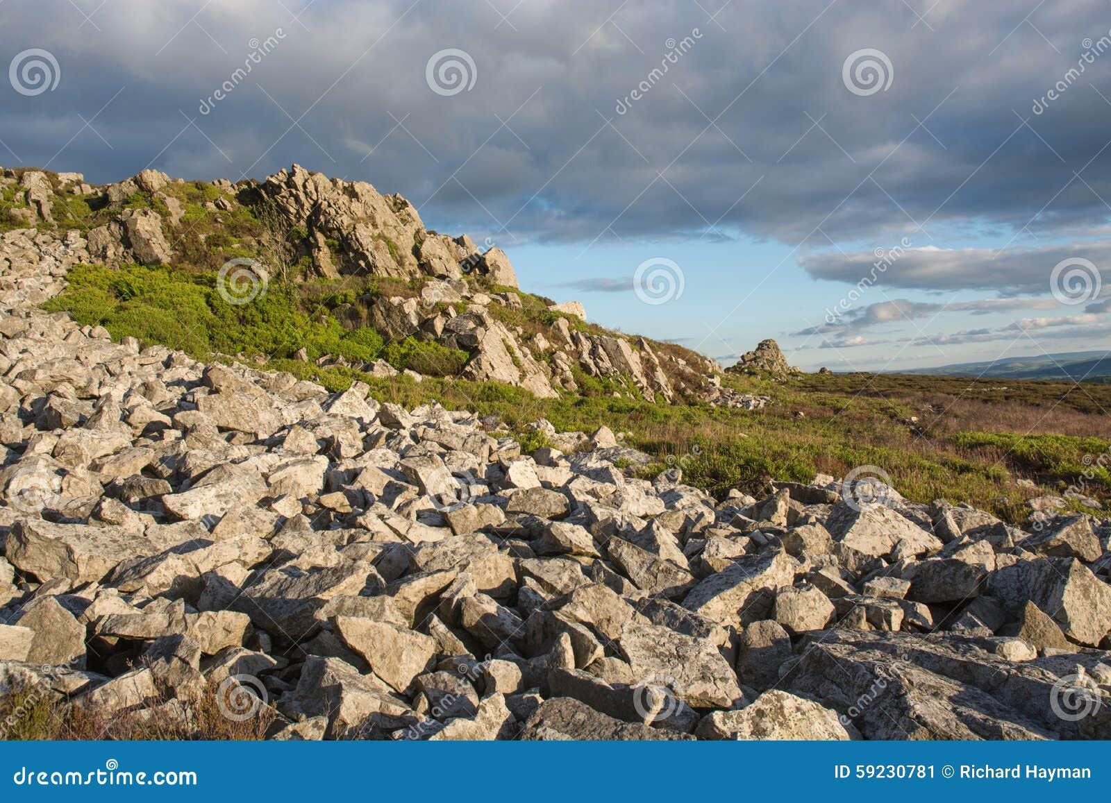Paramera rocosa en una tarde del verano tardío
