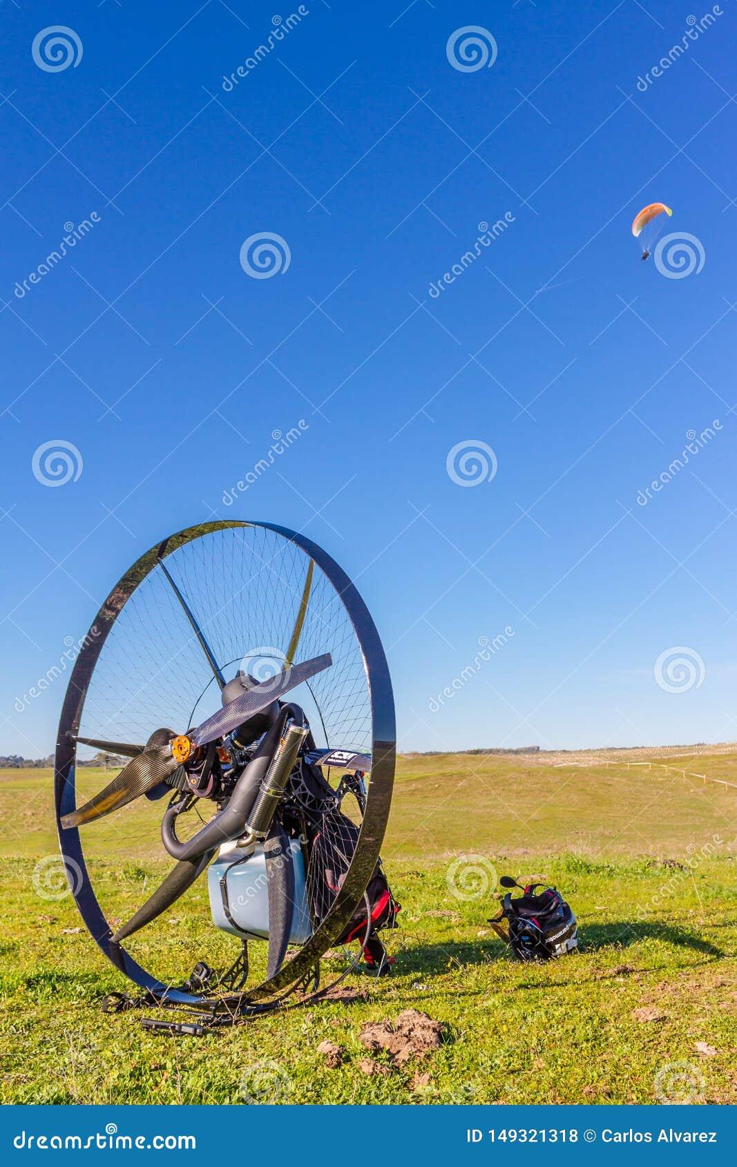 Paramotor korg i f?ltet