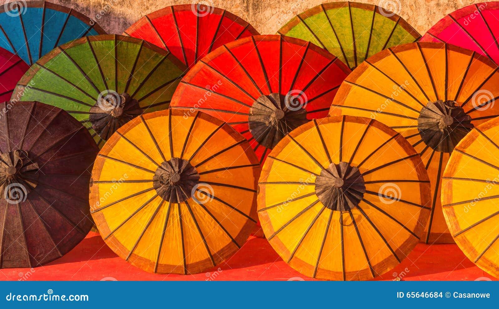 Parapluie à un marché tropical, Luang Prabang au Laos