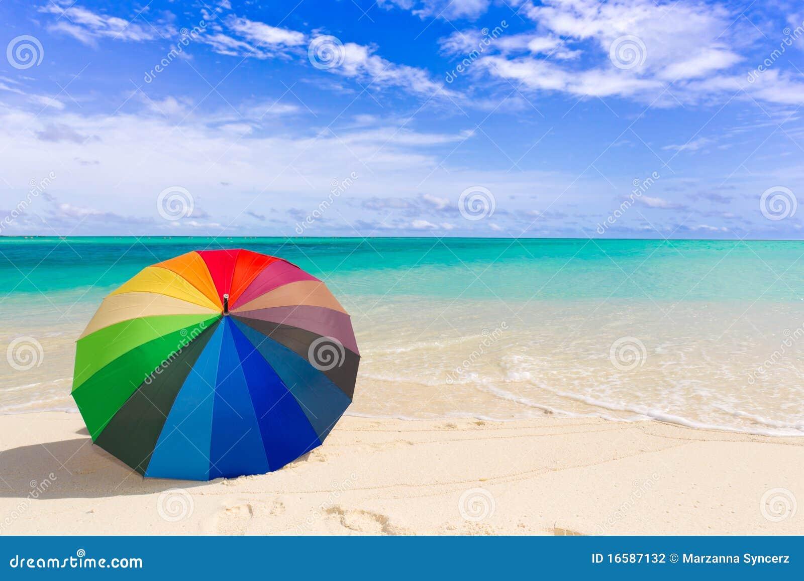 parapluie color sur la plage - Parapluie Color