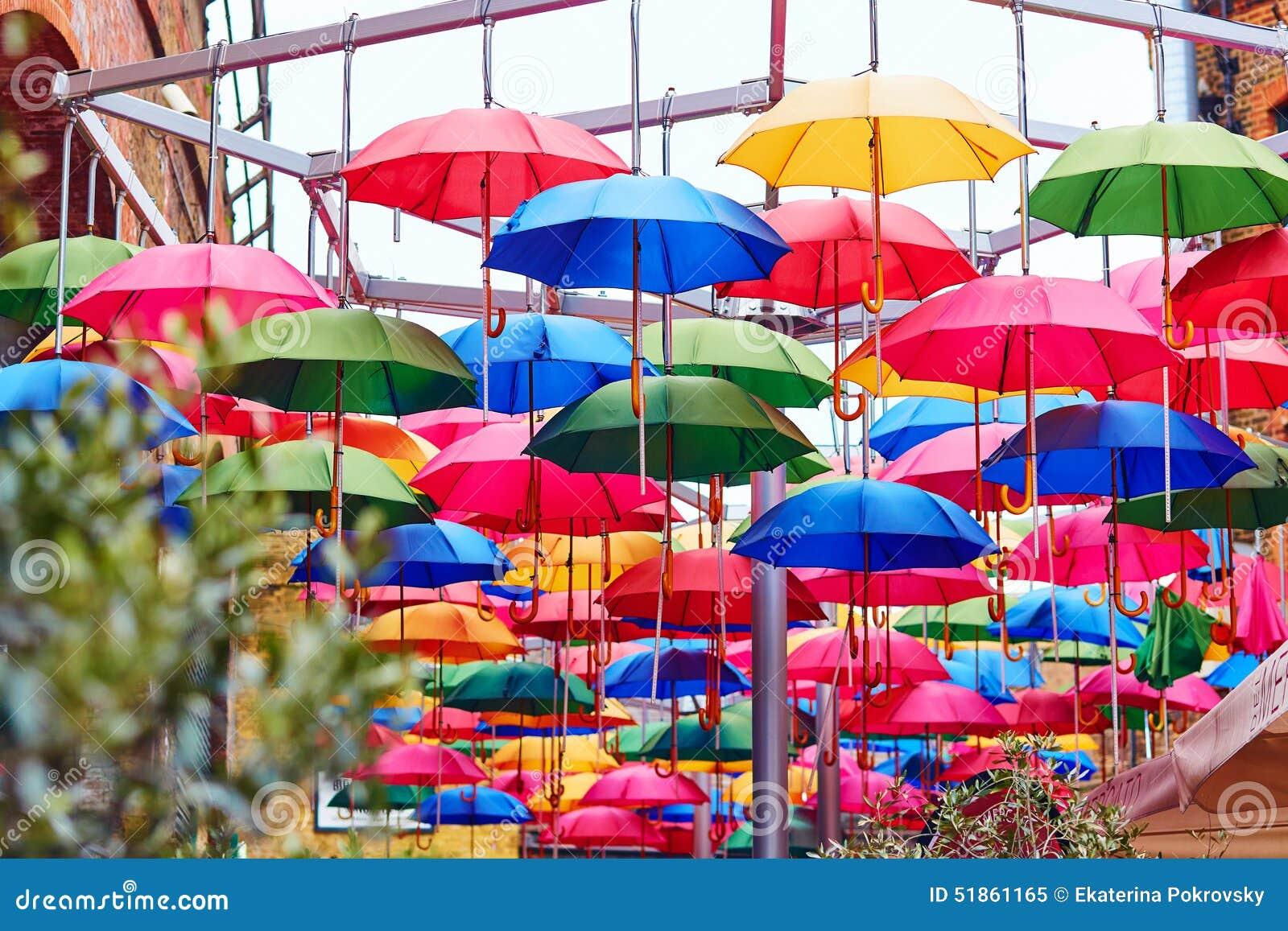 Parapluies Color 233 S Sur Une Rue De Londres Photo Stock Image 51861165