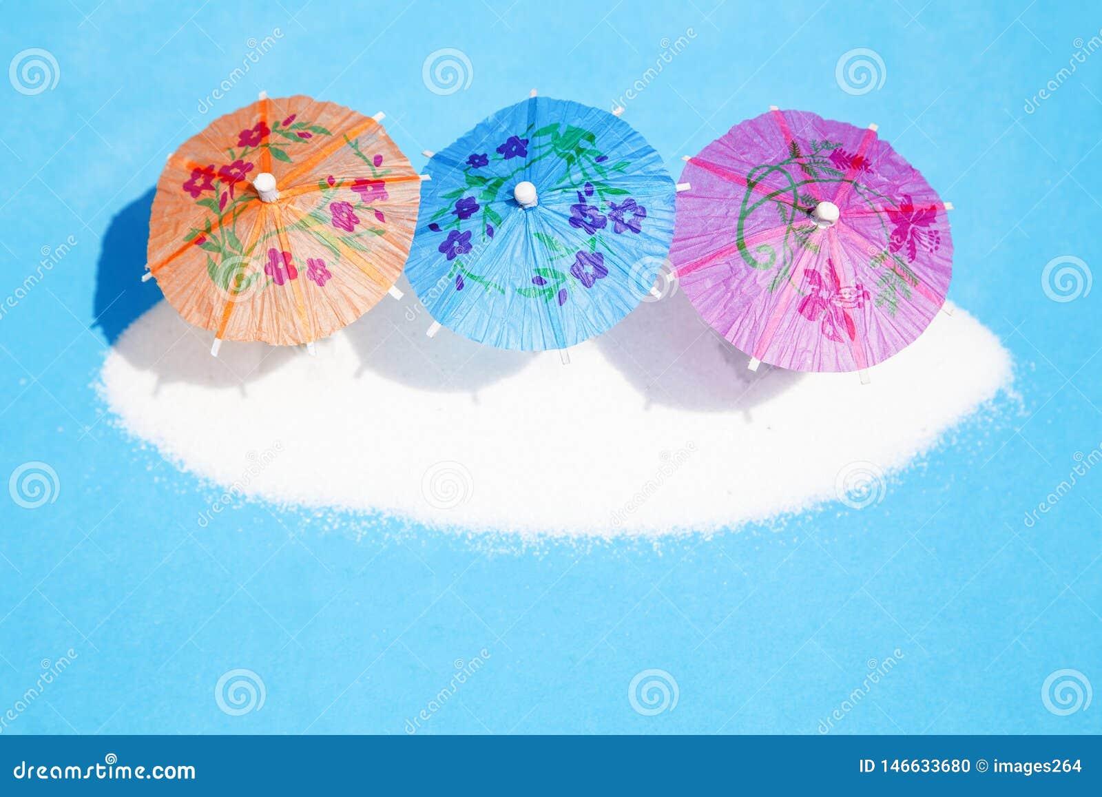 Parapluies de papier de cocktail