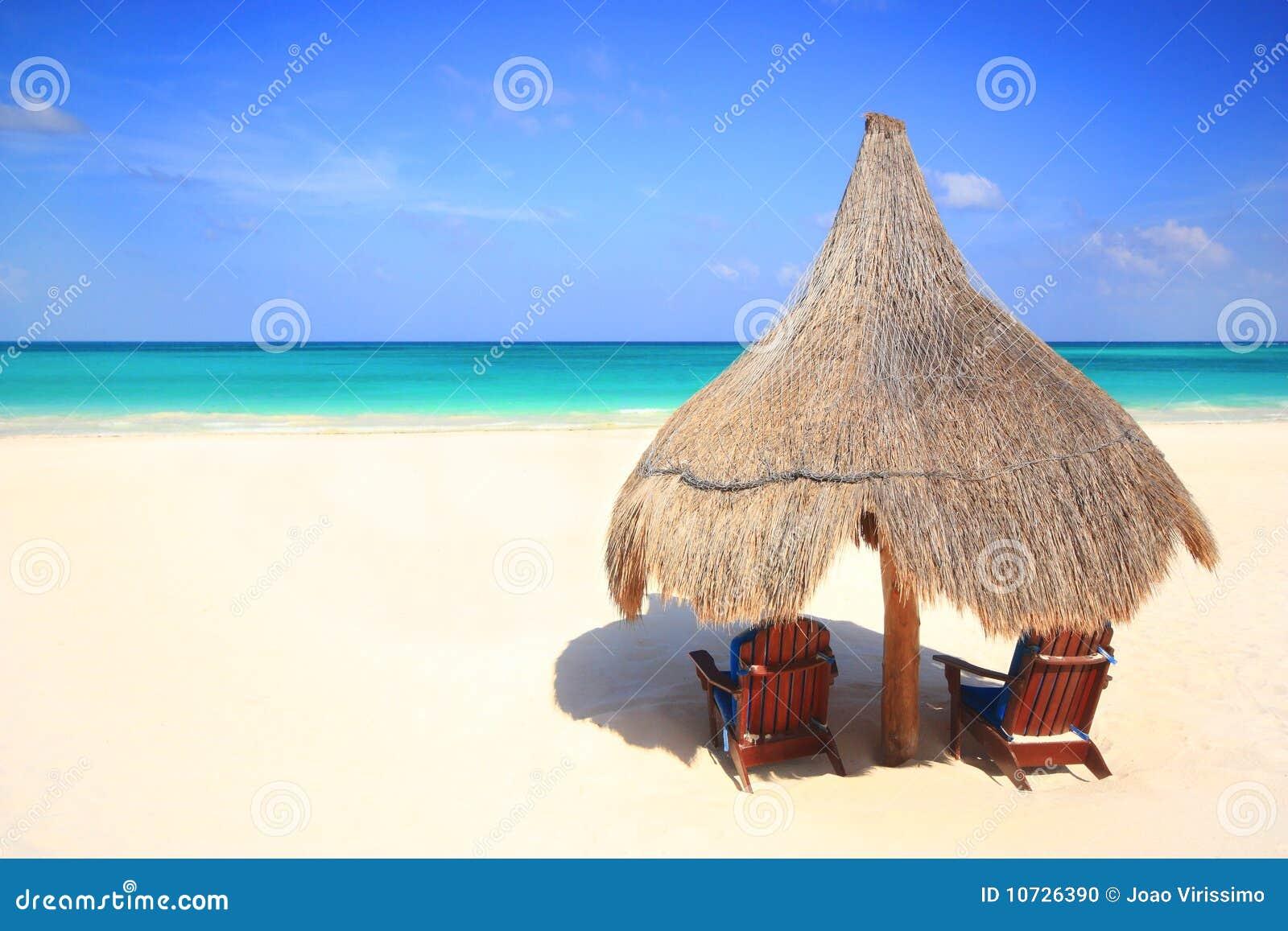 Paraply för semesterort för palapa för strandstolskoja