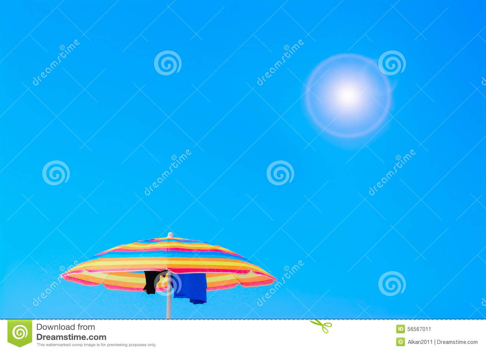 Download Parasol κάτω από έναν λάμποντας ήλιο Στοκ Εικόνα - εικόνα από φακός, μόνος: 56567011