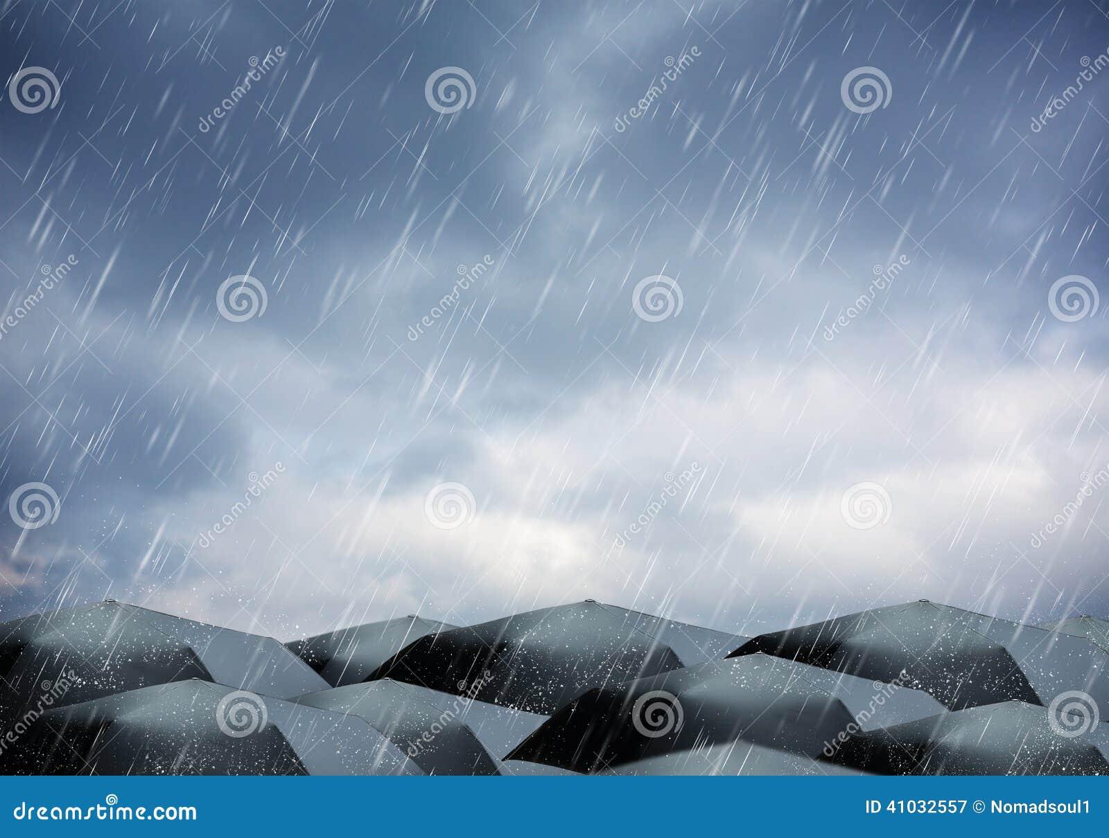 Parasole pod deszczem i burzą
