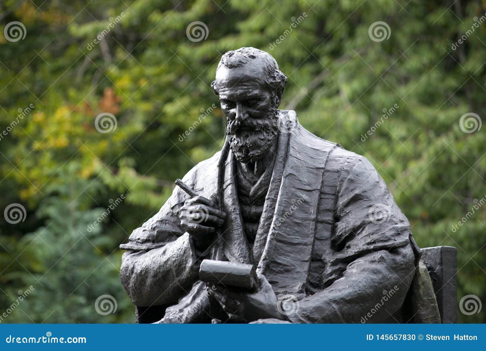Parc de Kelvingrove, Glasgow, l Ecosse, le Royaume-Uni, septembre 2013, la statue et le m?morial ? Lord Kelvin