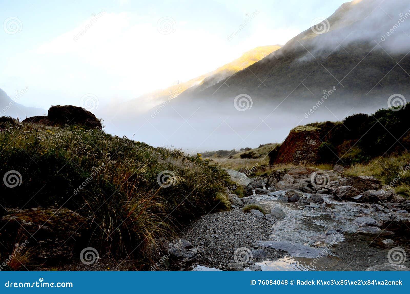 Parc national aspirant de bâti de vallée de la Sibérie