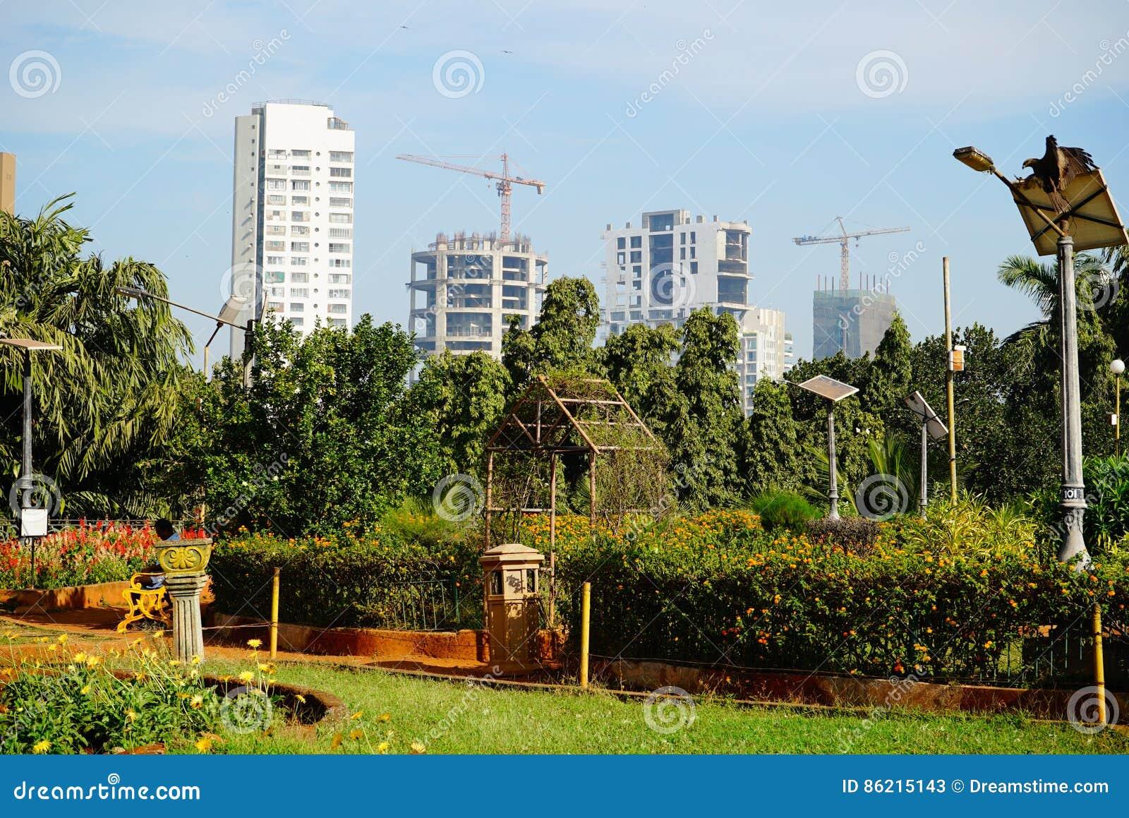 Parc proche en construction de bâtiments résidentiels