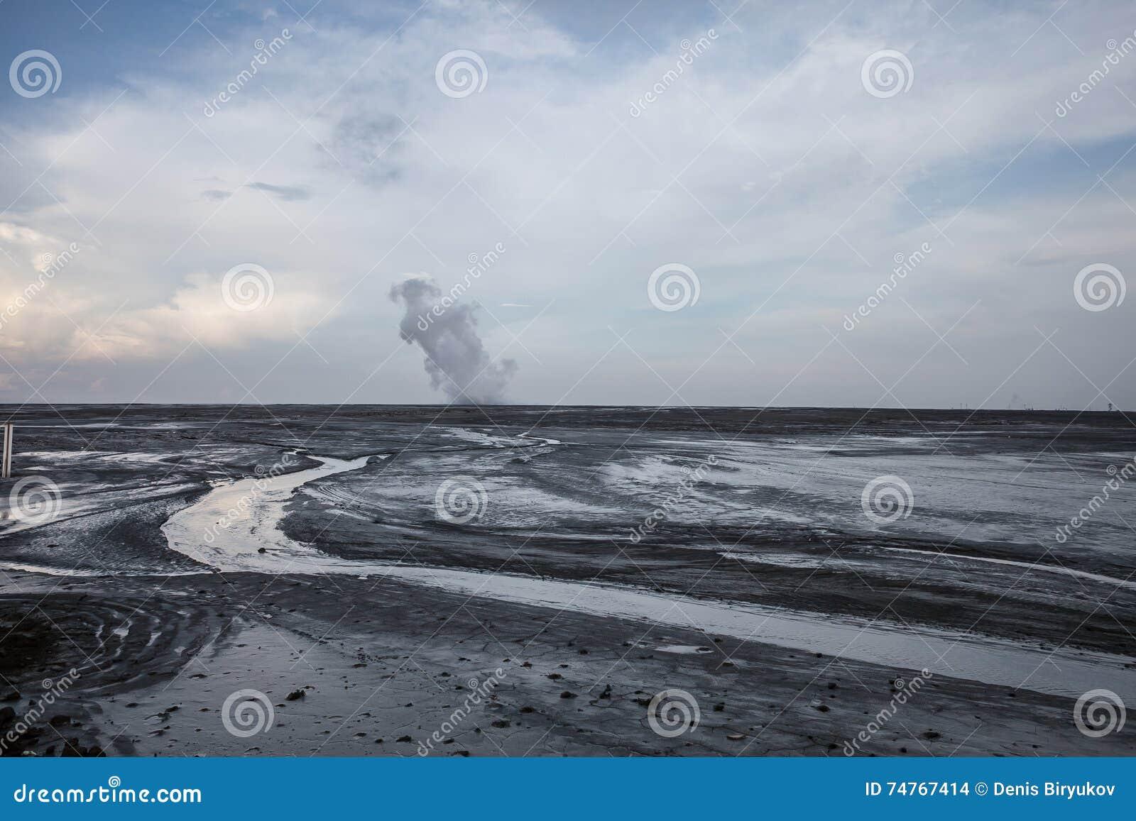 Parc sec de conservation de lac earth de paysage Les fissures donnent au noir une consistance rugueuse blanc Personne photo Gisem
