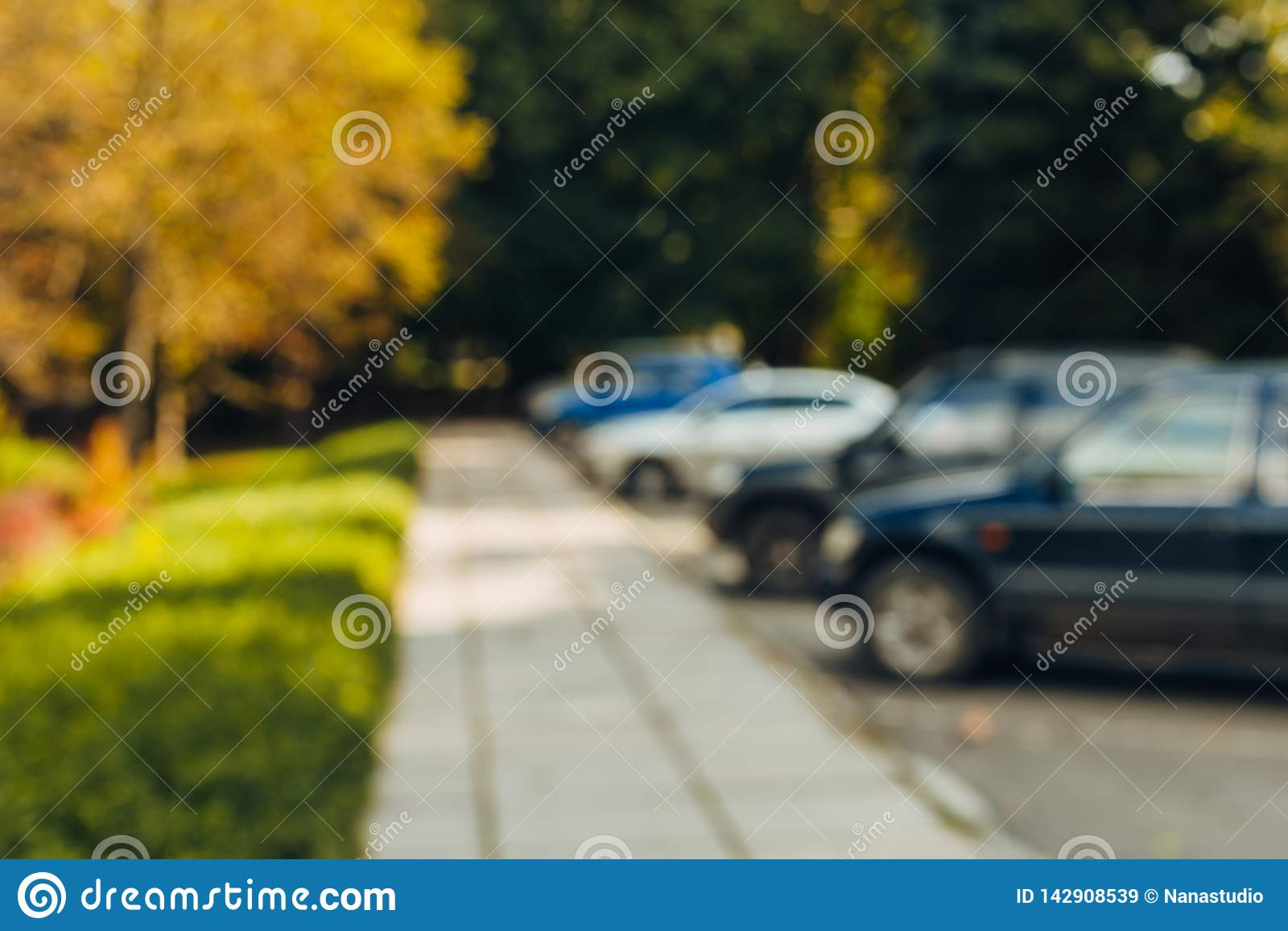 Parcheggio all aperto dell automobile della sfuocatura dell estratto