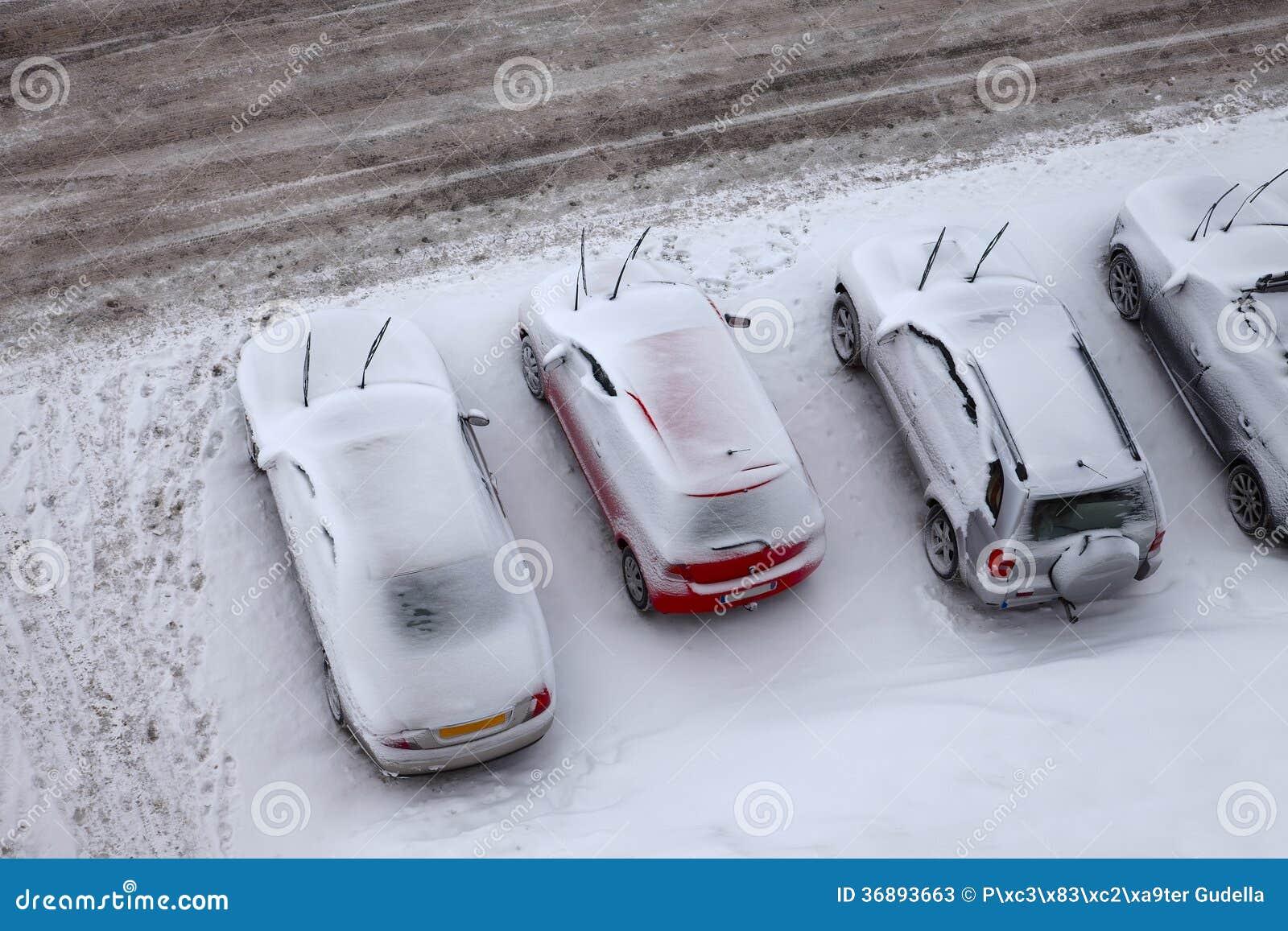 Download Parcheggio di inverno immagine stock. Immagine di difficoltà - 36893663