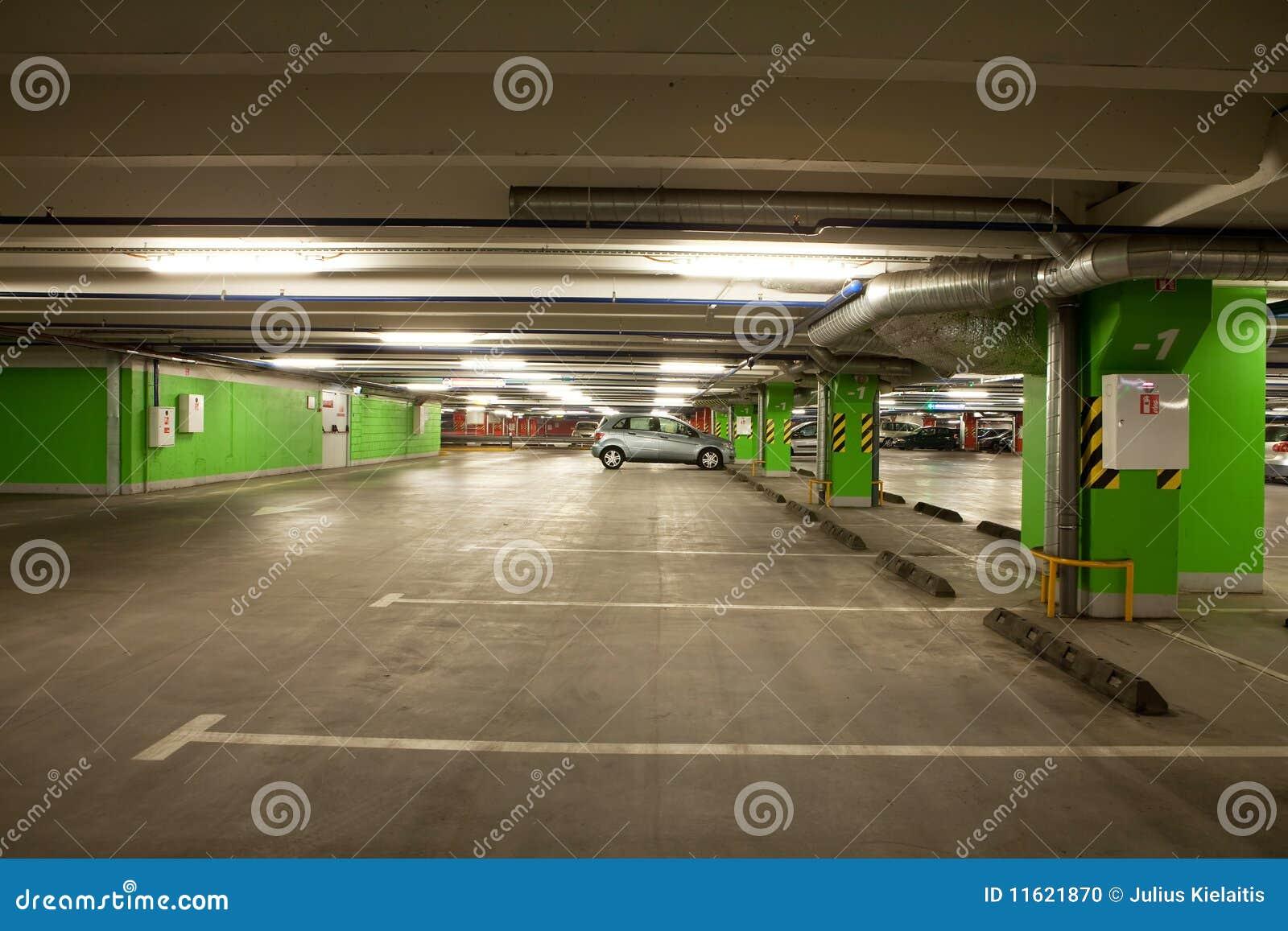 Parcheggio interno del garage sotterraneo fotografia stock - Garage sotterraneo ...