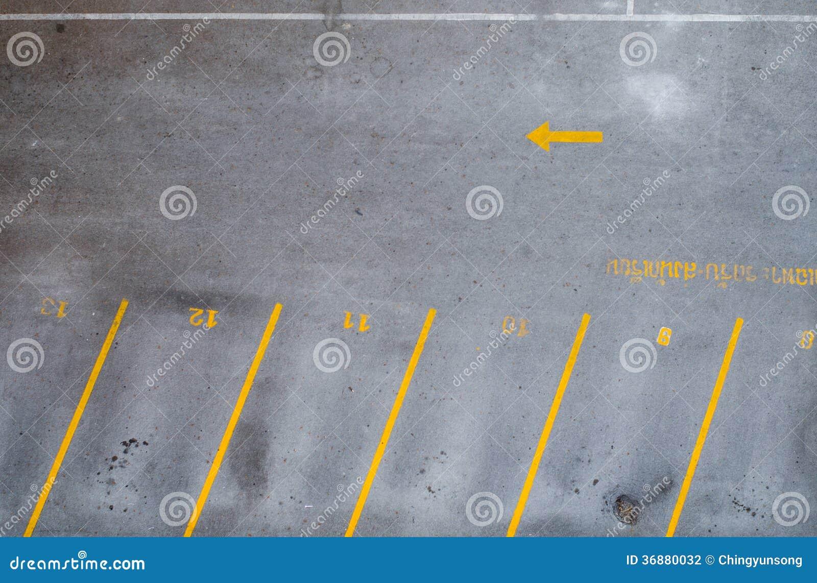 Download Parcheggio vuoto fotografia stock. Immagine di automobile - 36880032