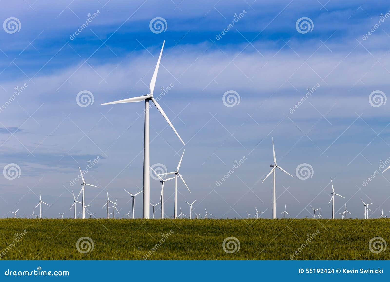 Parco eolico sulla prateria aperta
