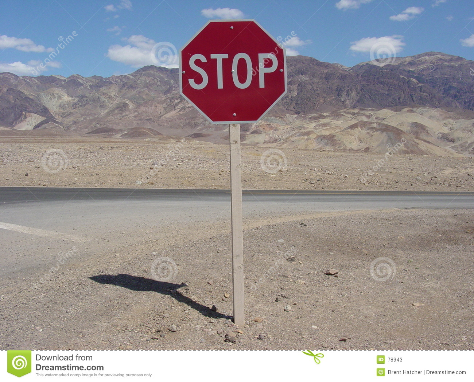 Pare assinam dentro Death Valley