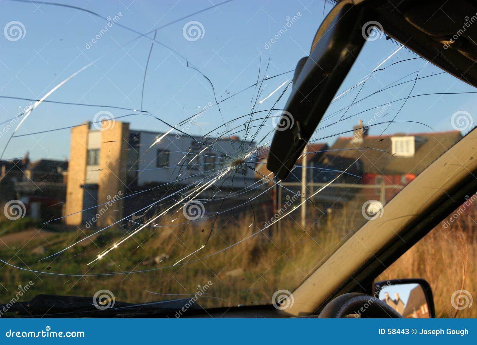 Download Pare-brise Brisé, Vue Intérieure Image stock - Image du vandalised, roue: 58443
