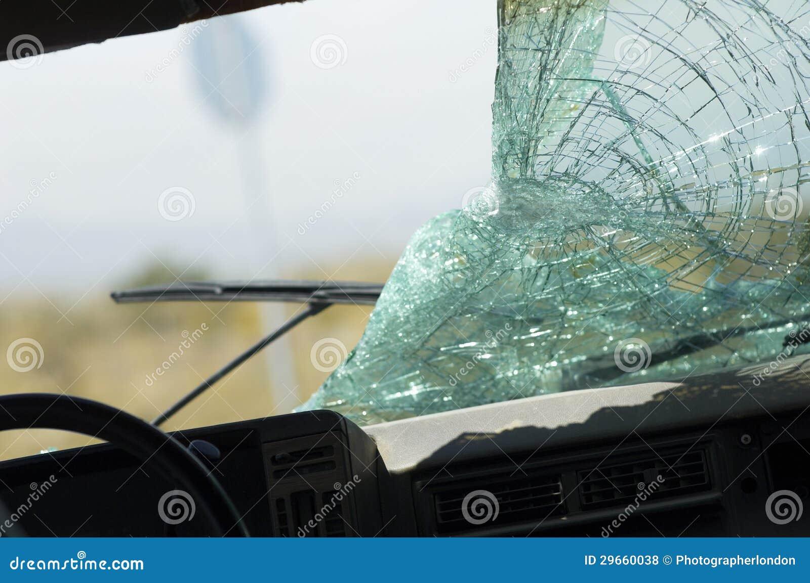 pare brise cass de voiture photos libres de droits image 29660038. Black Bedroom Furniture Sets. Home Design Ideas