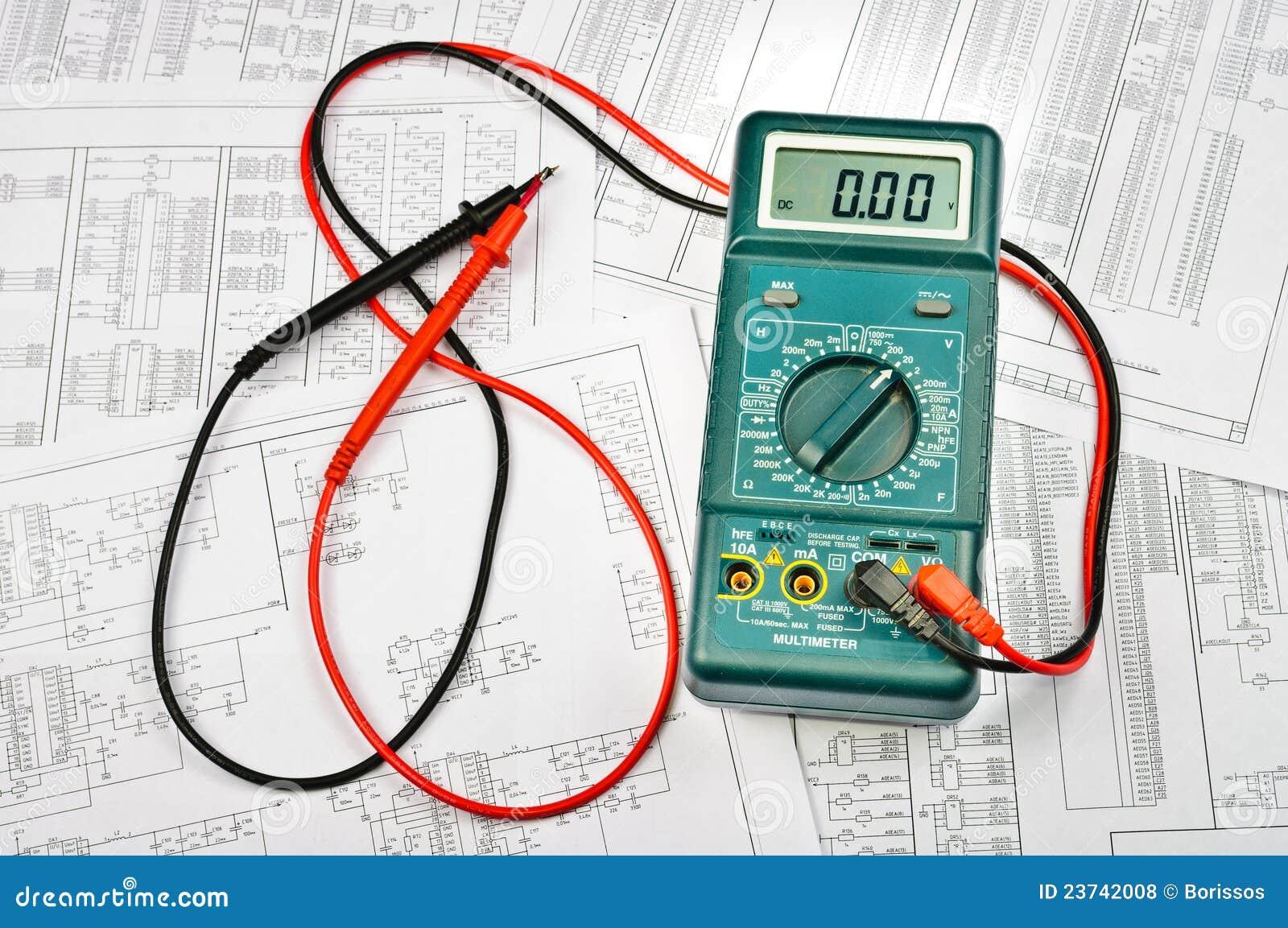 Parecchi schemi e tester elettrico