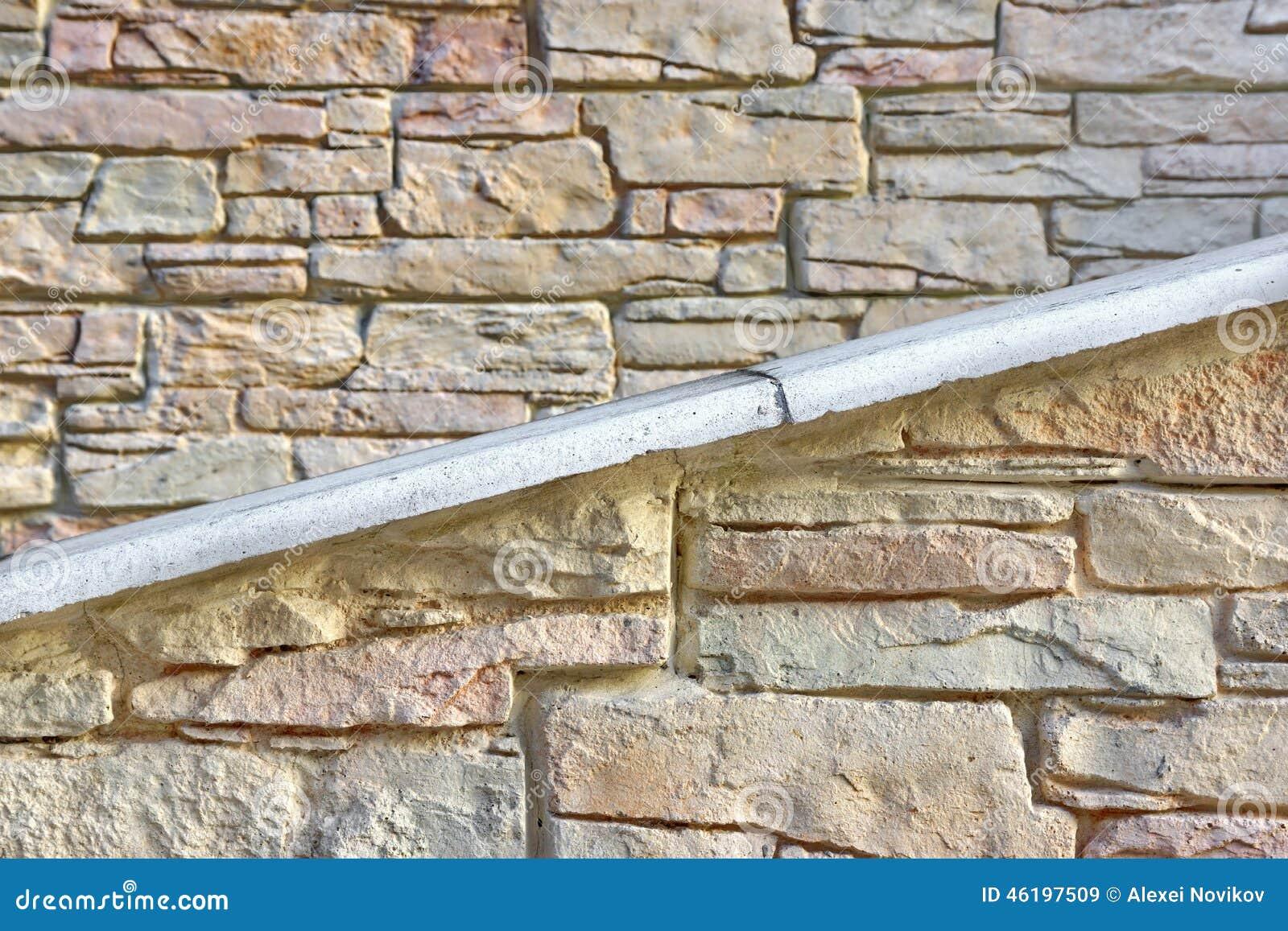 pared de piedra de la fachada del edificio con la rampa o la escalera imgenes de