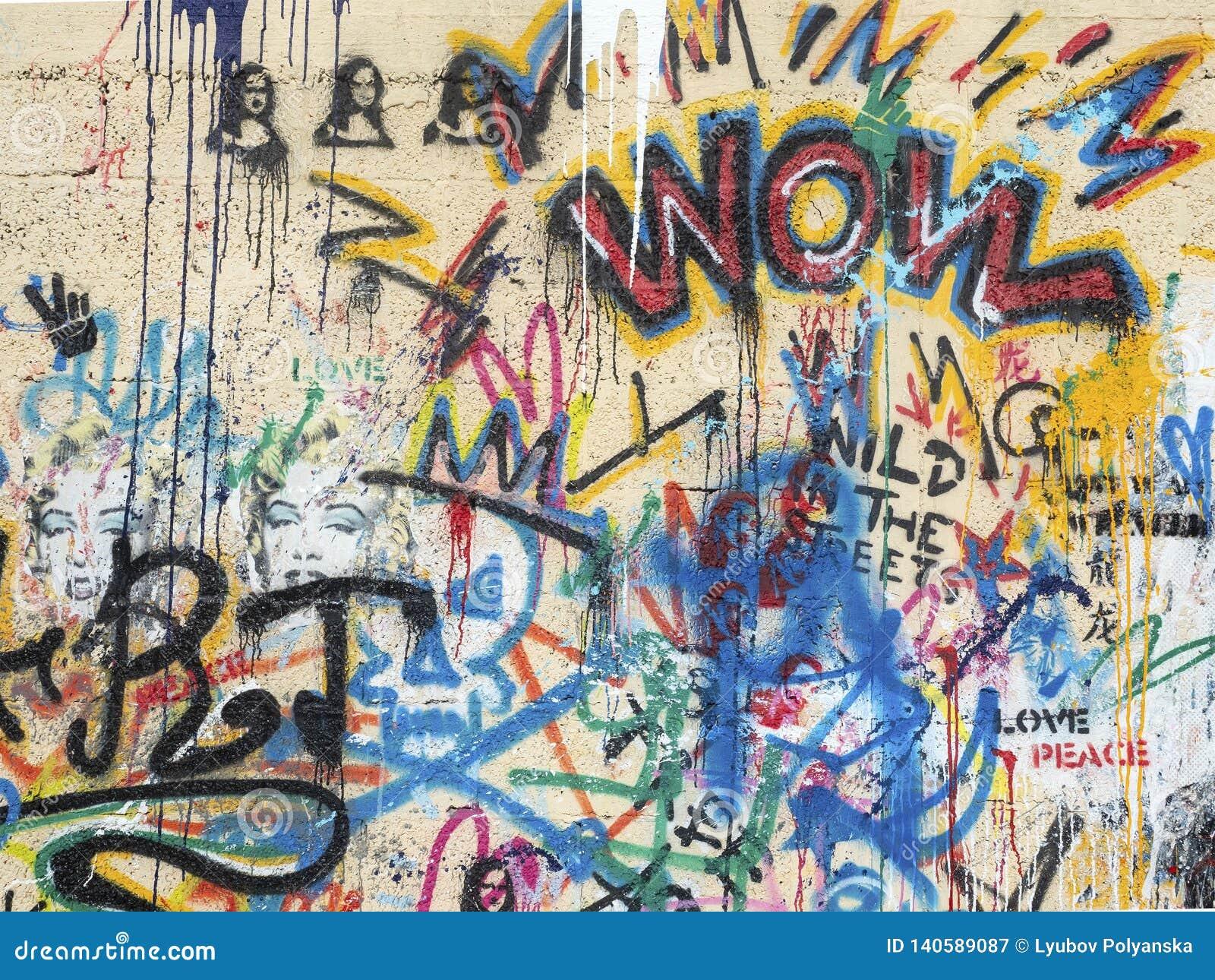 Pared de piedra del grafito pintado color amarillo de diversos colores, y la imagen de Jacconda