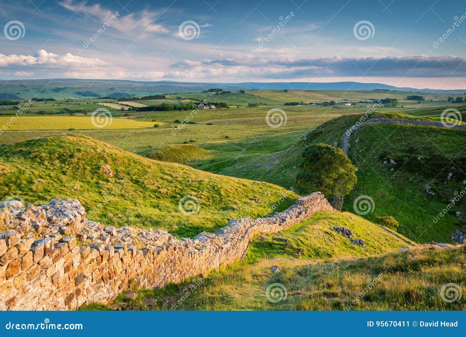 Pared del ` s de Hadrian sobre el acero Rigg