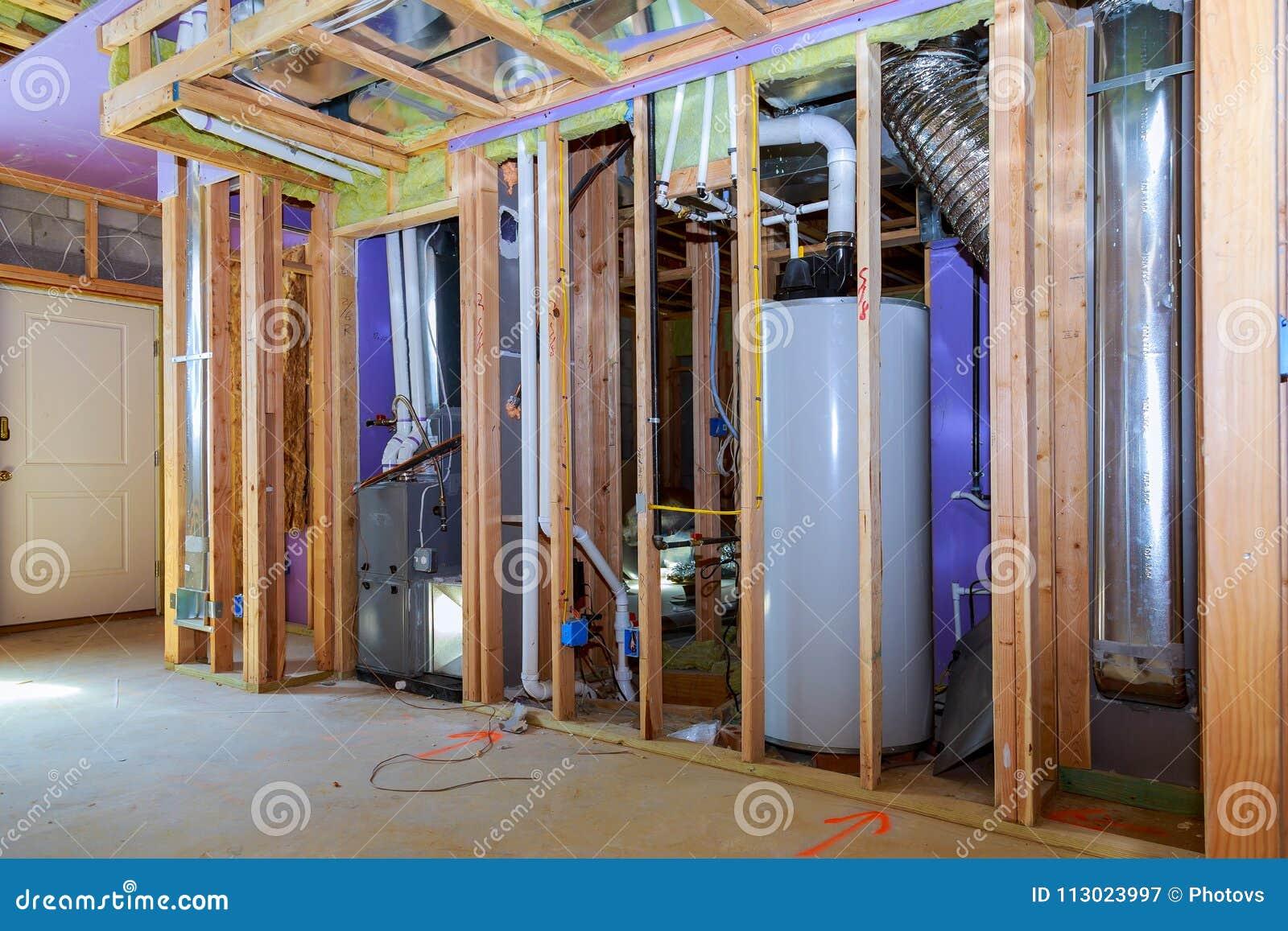 Pared Interior Que Enmarca Con La Tubería Y Cableado Instalado ...