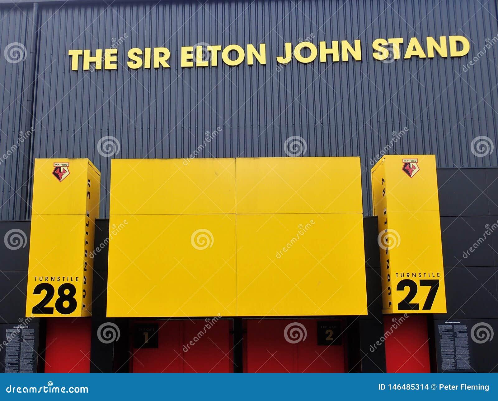 Pared lateral de Sir Elton John Stand, estadio del club del f?tbol de Watford, camino de empleo, Watford