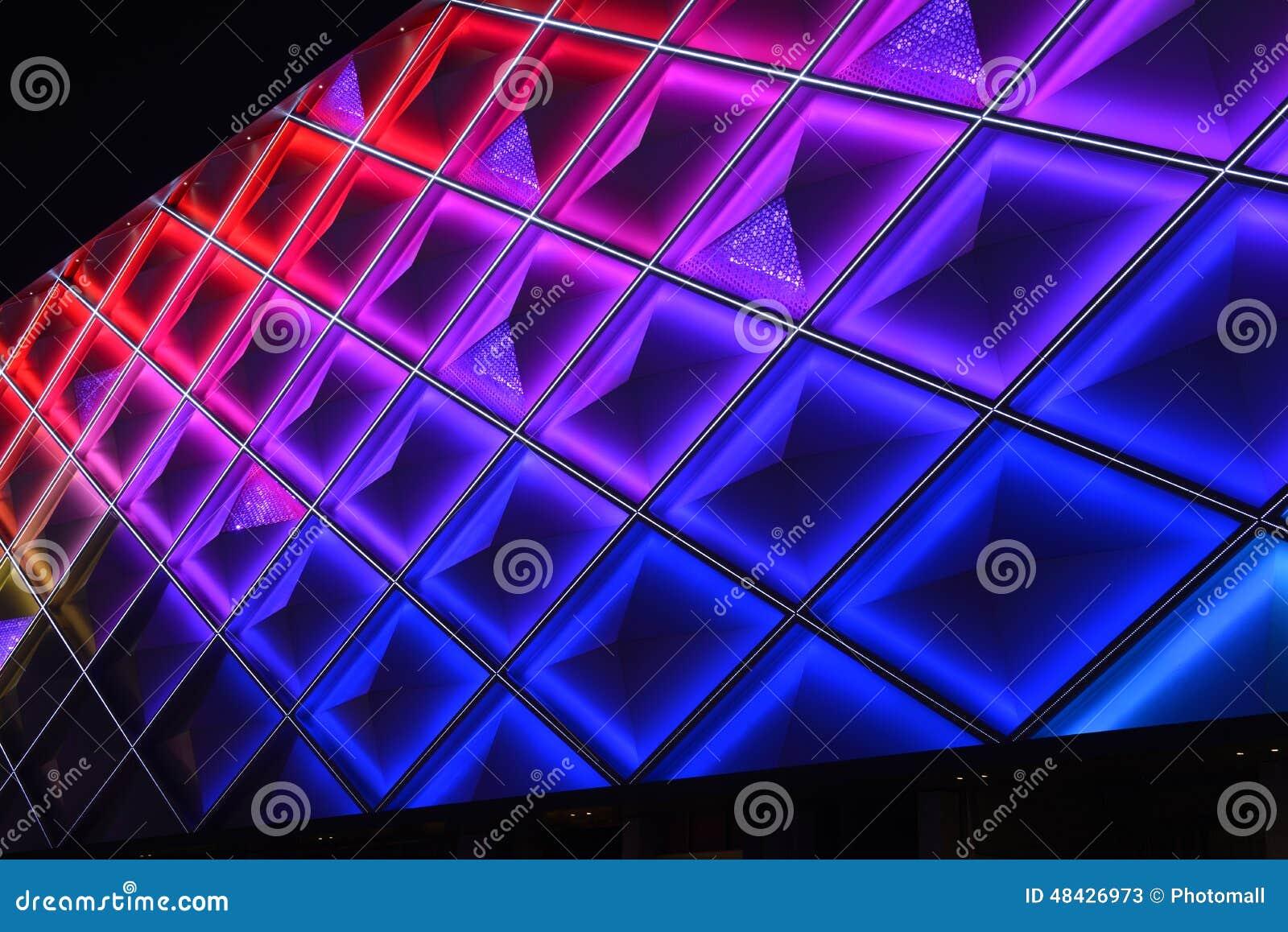 Parede de cortina conduzida, iluminação da noite da construção comercial moderna
