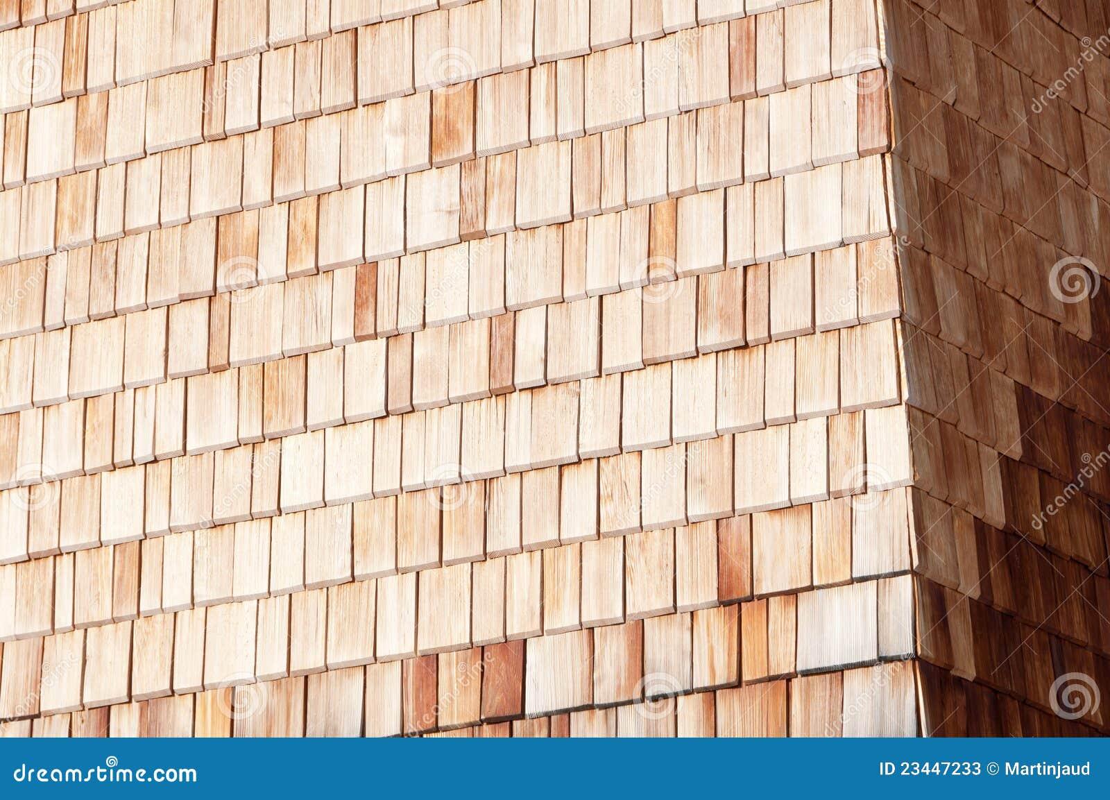 parede de madeira alpina ensolarada da ripa fotos de stock. Black Bedroom Furniture Sets. Home Design Ideas