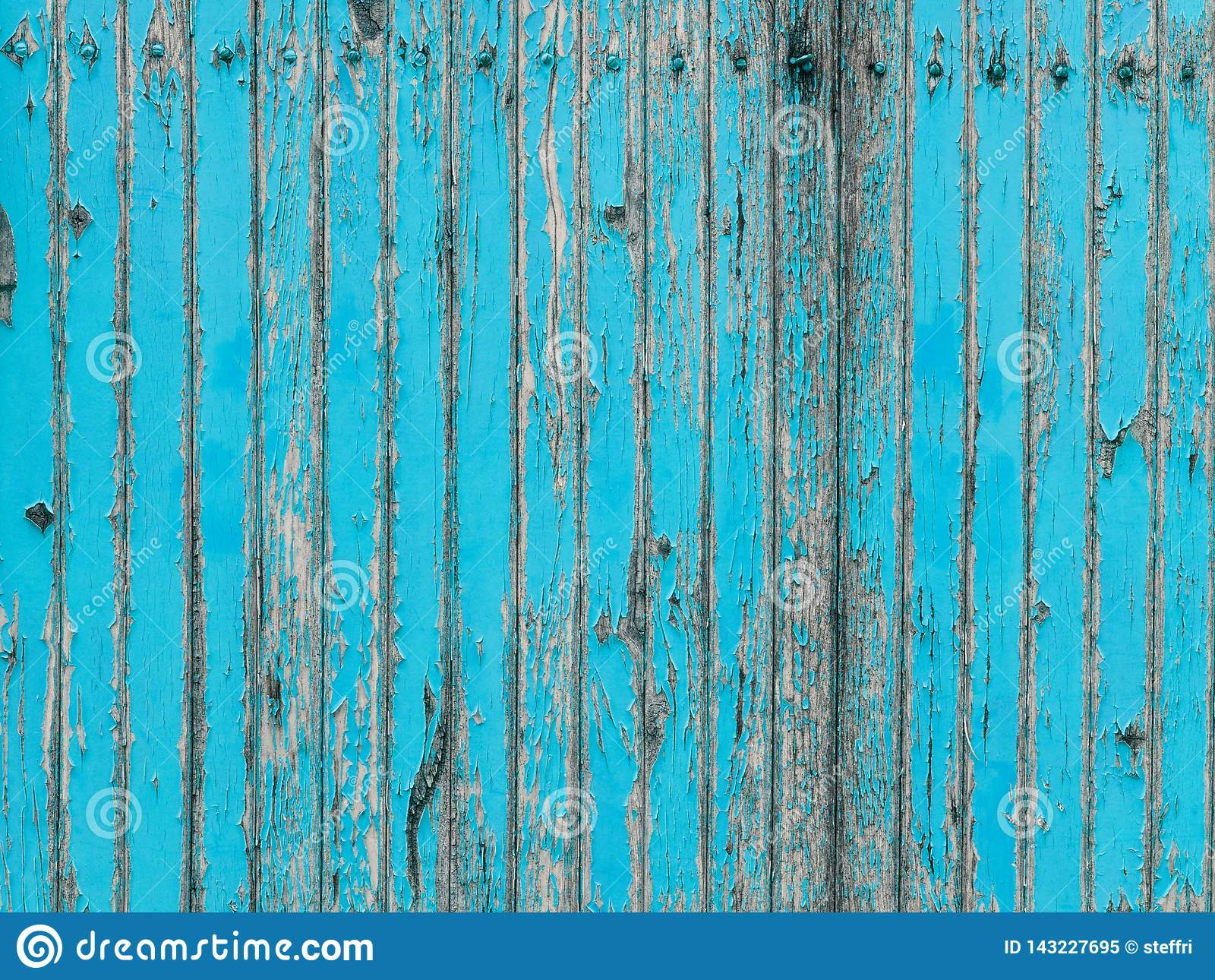 Parede de madeira da prancha de turquesa com descascamento da pintura