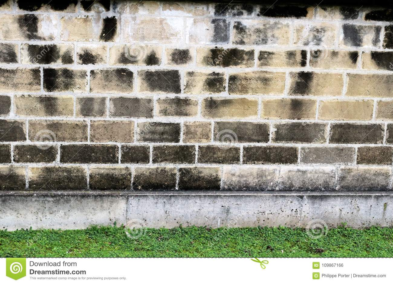 Parede de pedra de pátios internos na prisão militar