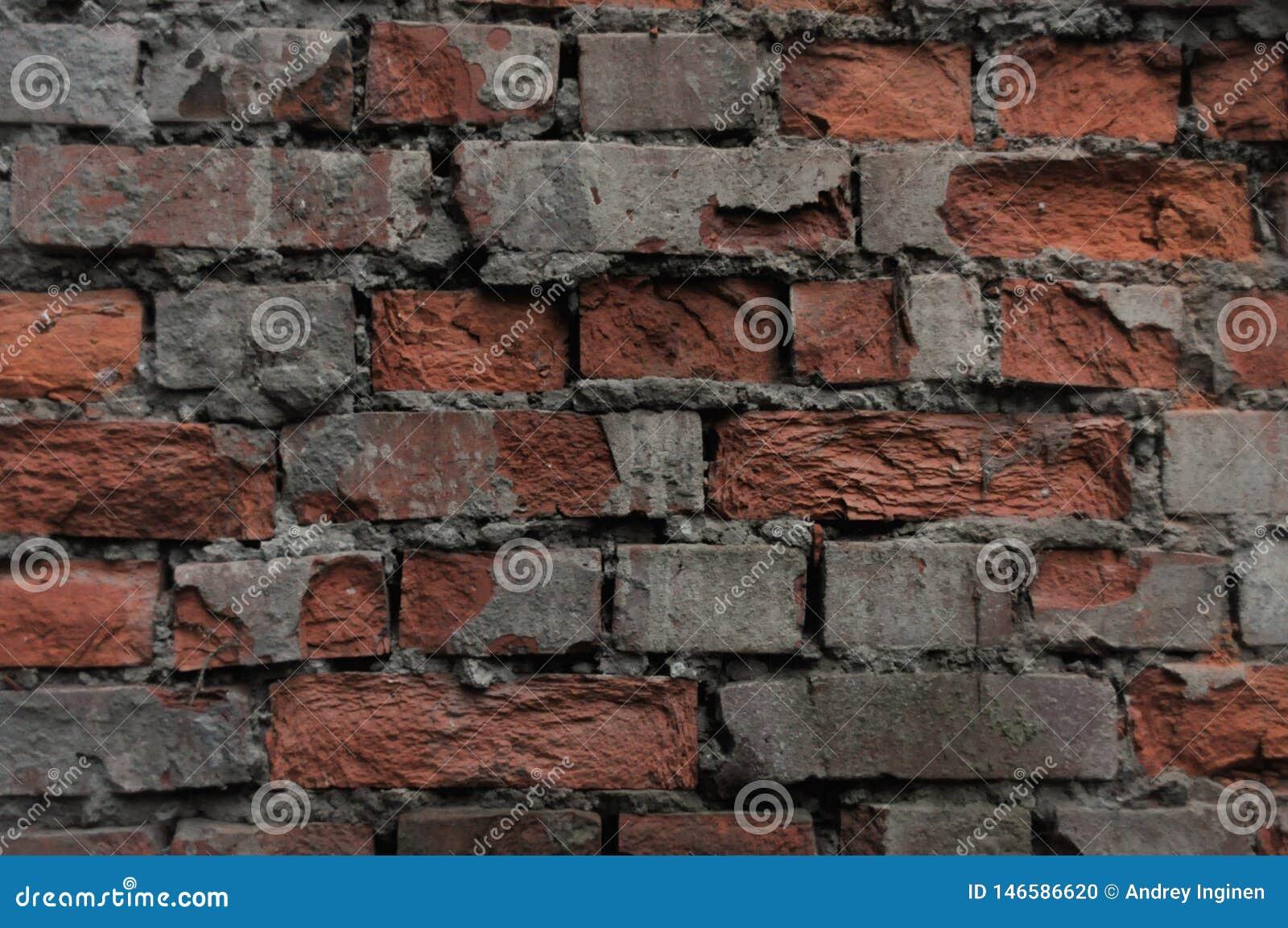 Parede de tijolo vermelho arruinada