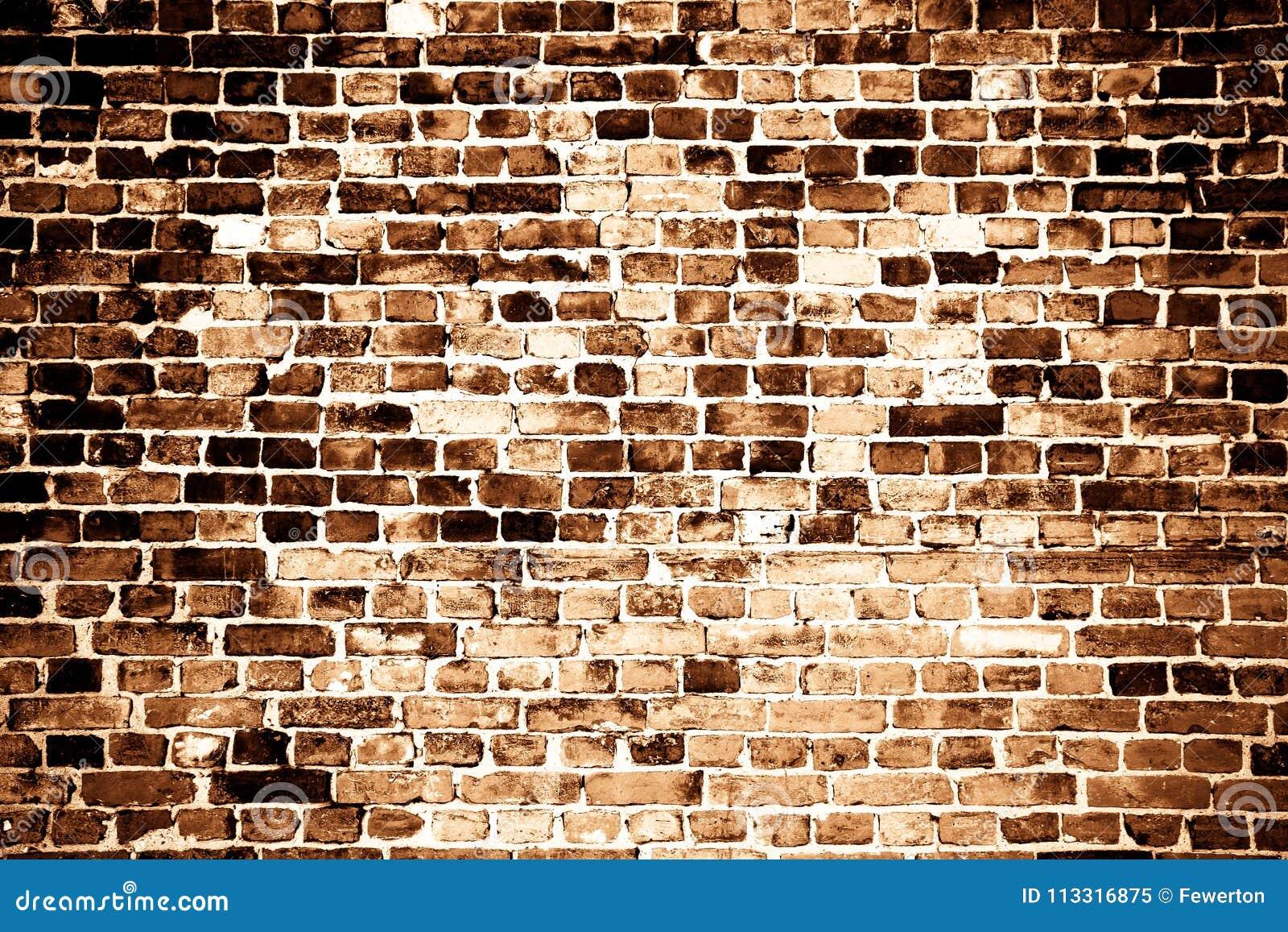 Parede de tijolo vermelho suja velha e resistida como o fundo da textura no tom do sepia com algum vignetting