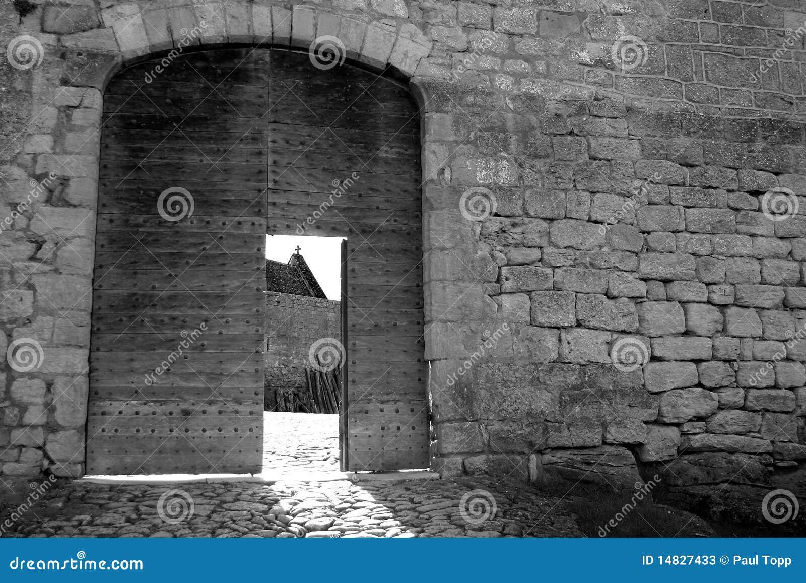 Parede preto e branco do castelo de Midieval