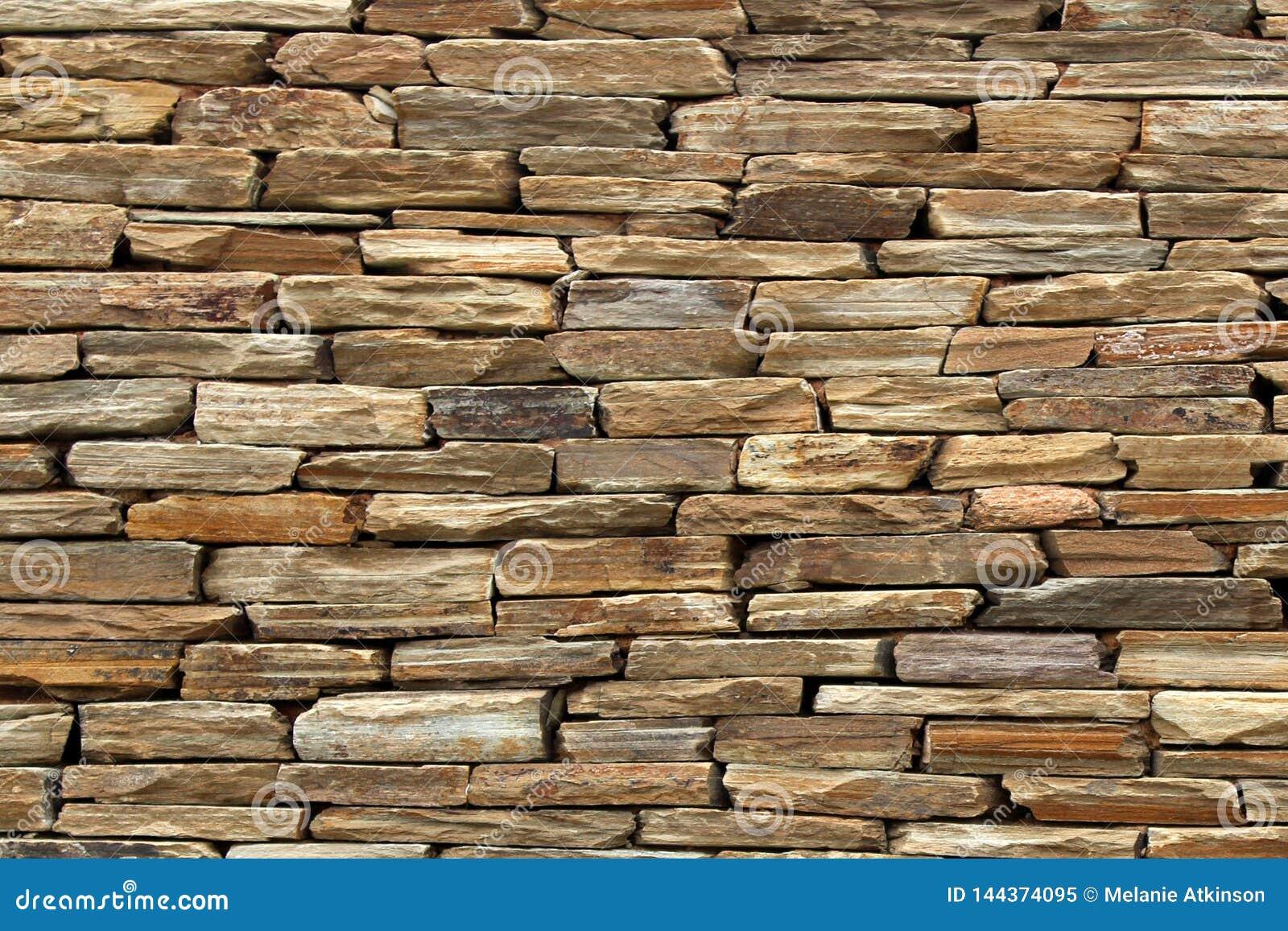 A parede textured áspera criou usando rochas lisas
