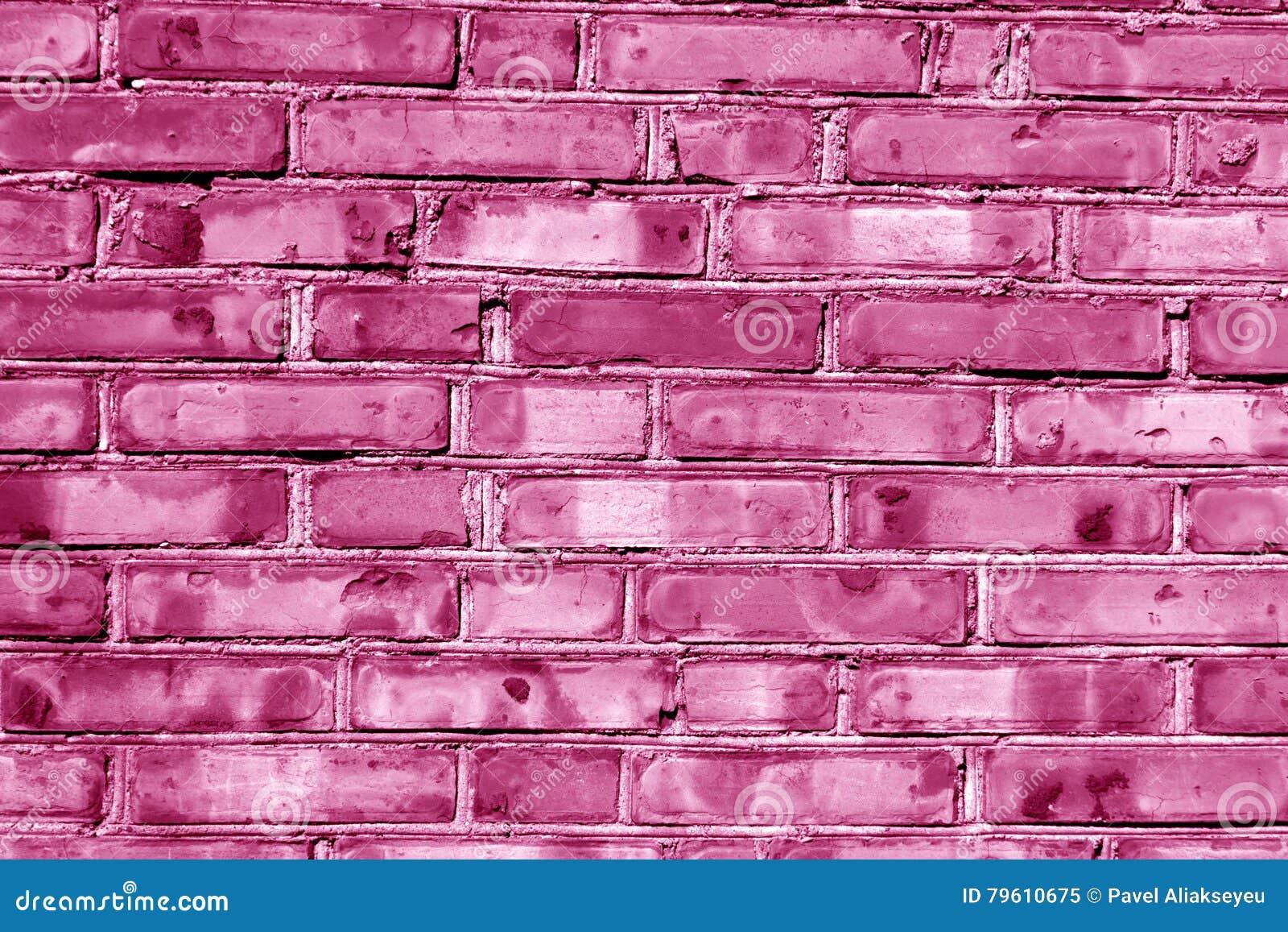 Parede tonificada cor-de-rosa suja da casa