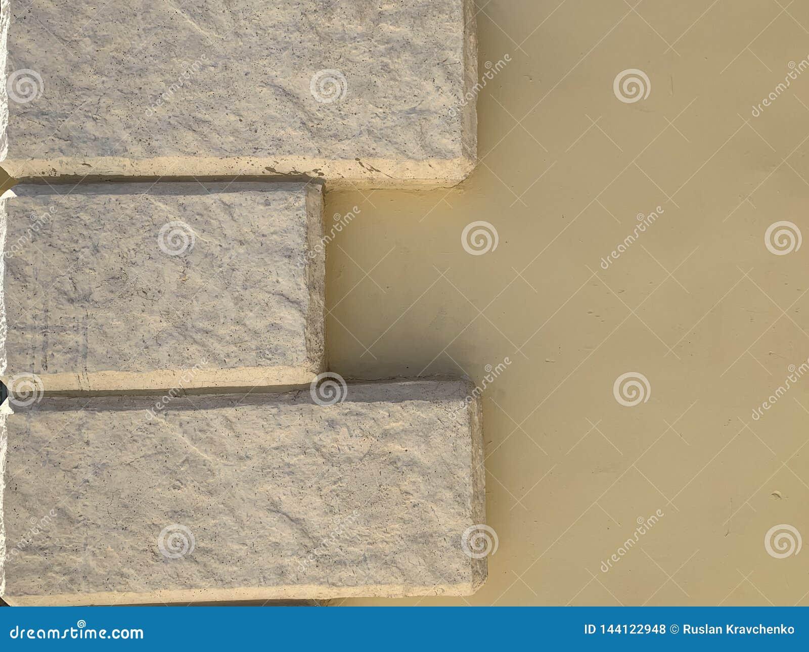 Paredes da cor bege com tijolos Uma boa ideia para sua ideia com uma cerca ou uma casa