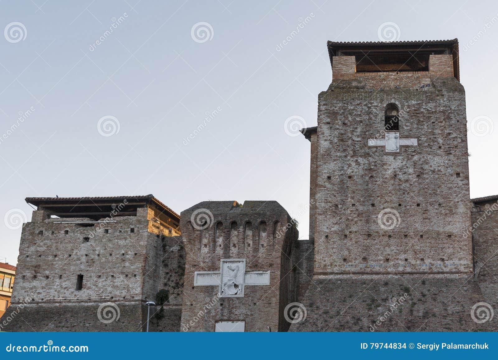 Paredes de Sigismondo Castle medieval en Rímini, Italia