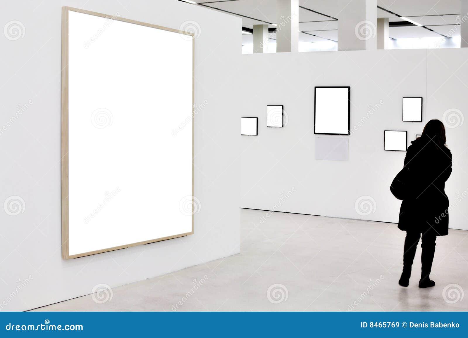 Paredes En Museo Con Los Marcos Y La Persona Vacíos Imagen de ...