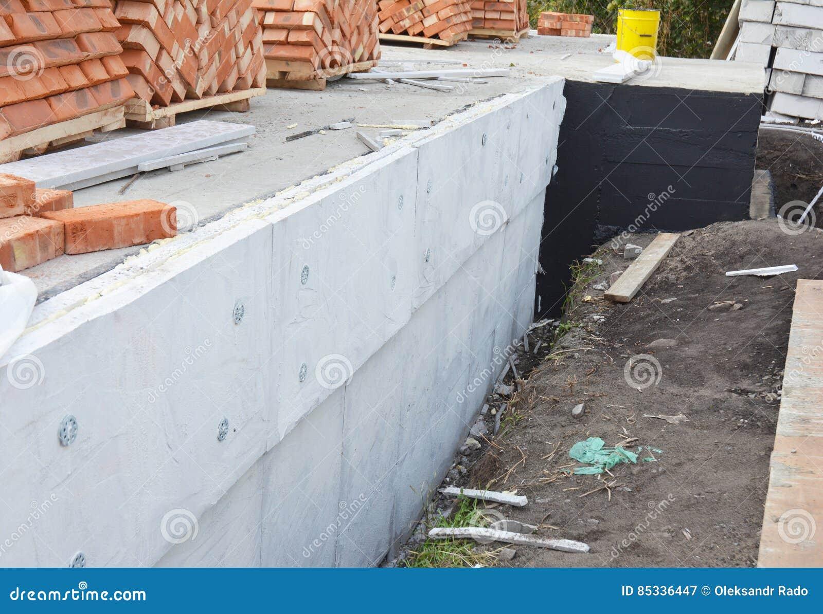 paredes exteriores aisladores de la fundacin de la fundacin y capas hmedas de la