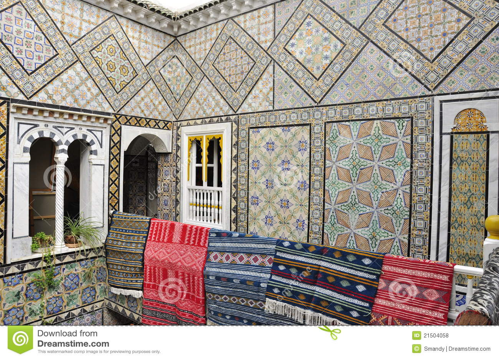 Paredes hechas a mano de una casa antigua con las - Casa de las alfombras ...