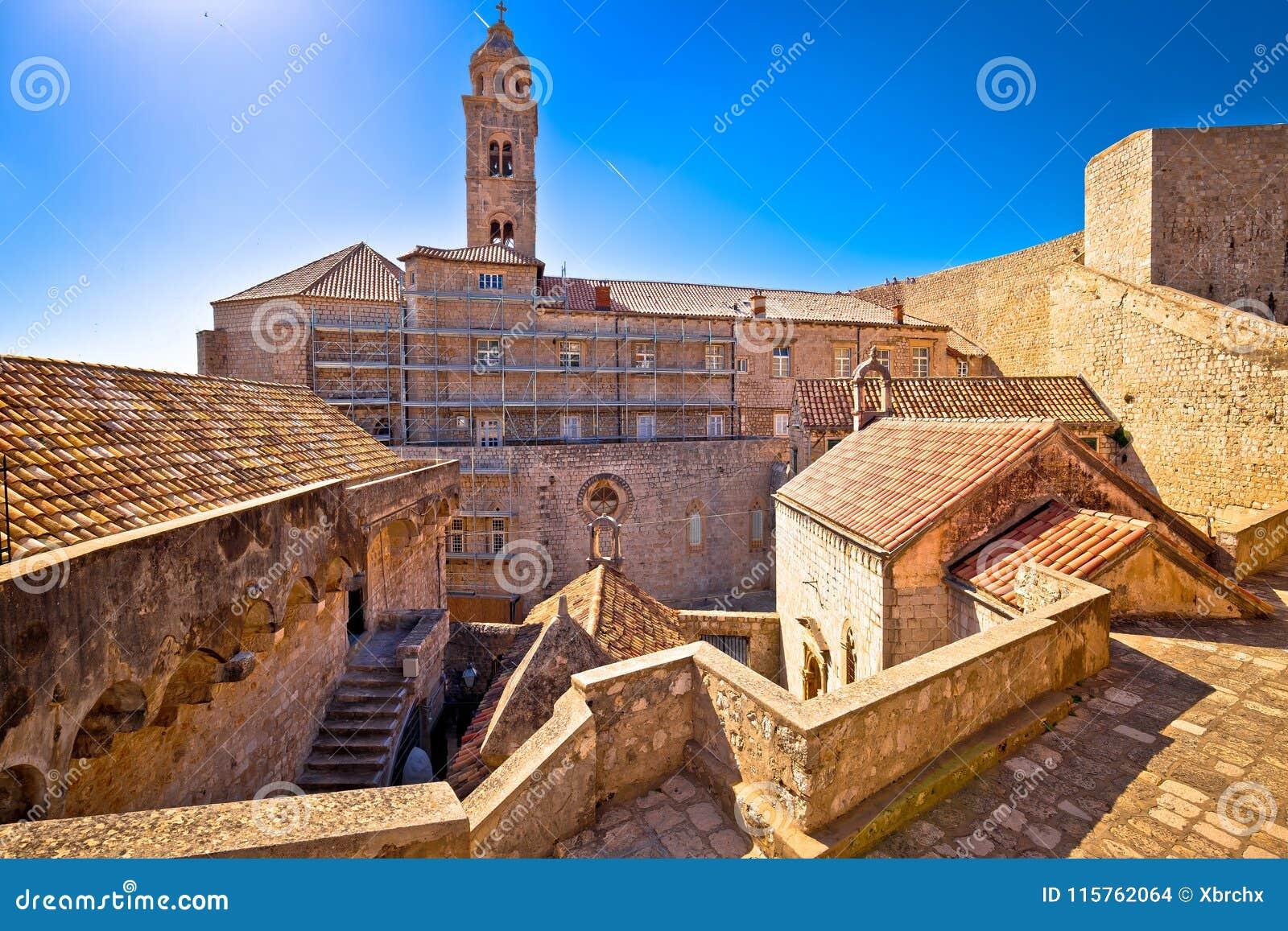 Paredes históricas de la ciudad del fron de la opinión de la arquitectura de Dubrovnik