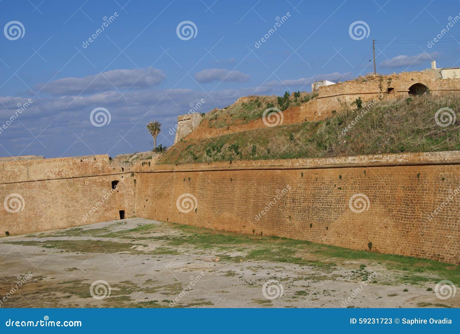 Download Paredes Venecianas Del Fortalecimiento De Chania En Grecia Imagen de archivo - Imagen de viejo, europa: 59231723