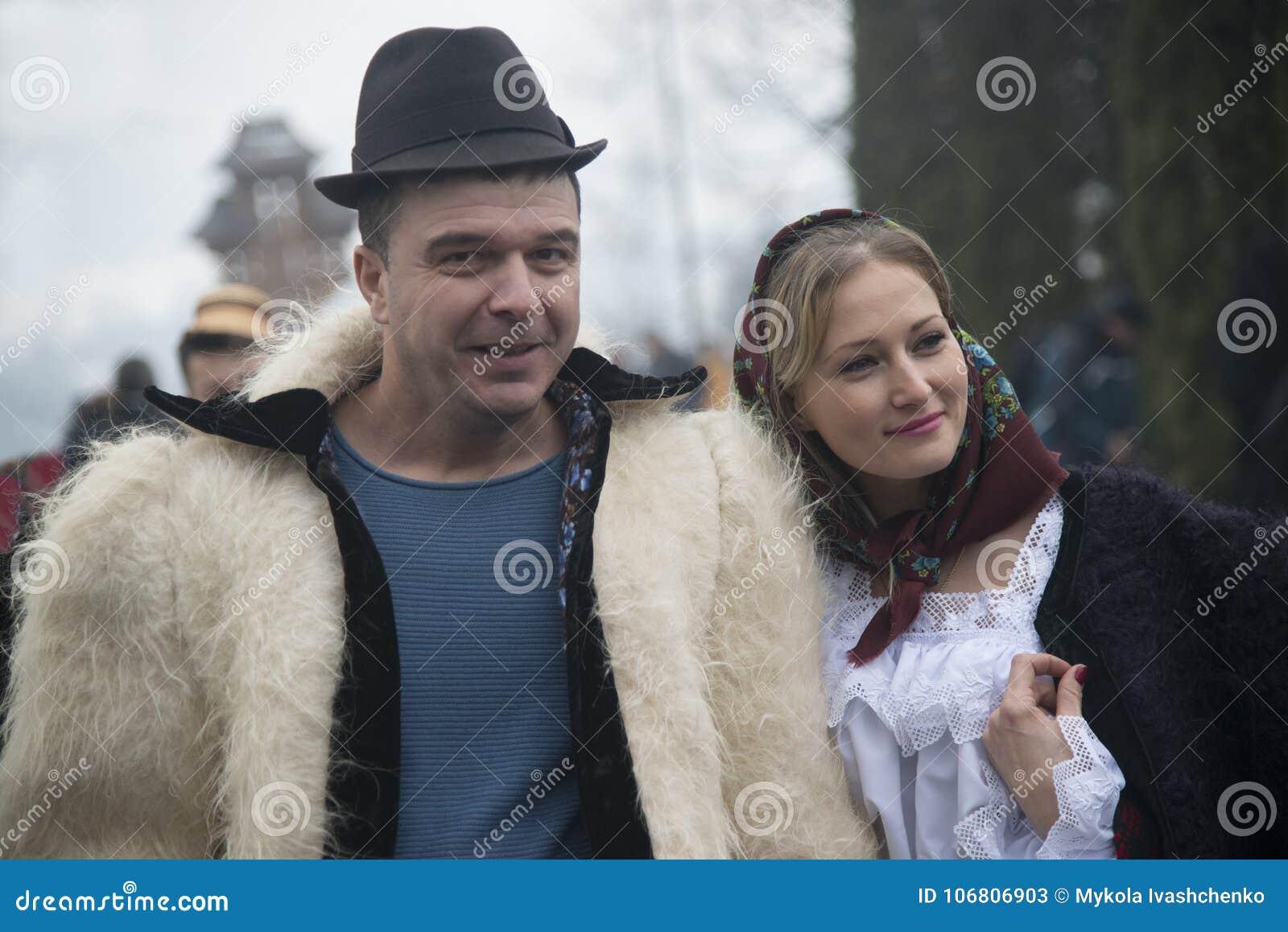 Casada Pareja En ClothesRumano De Vestida Archivo Foto Tradicional TPikXuOZ